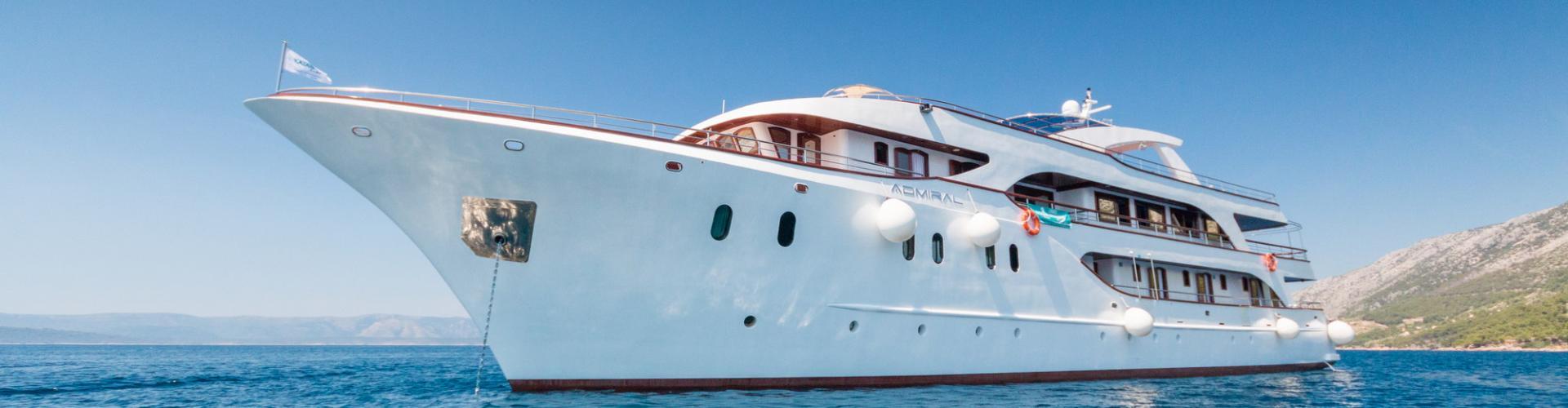 2015. Deluxe nave da crociera MV Admiral