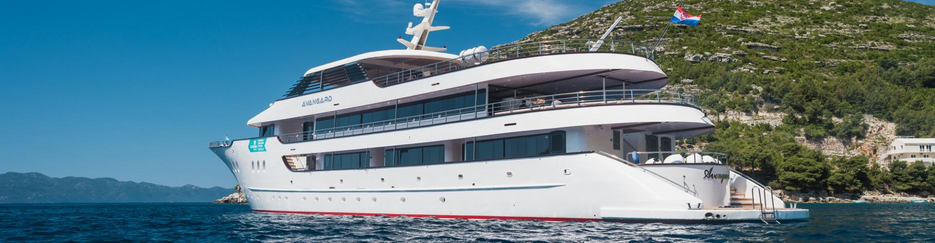 2017. Deluxe Superior nave da crociera MV Avangard