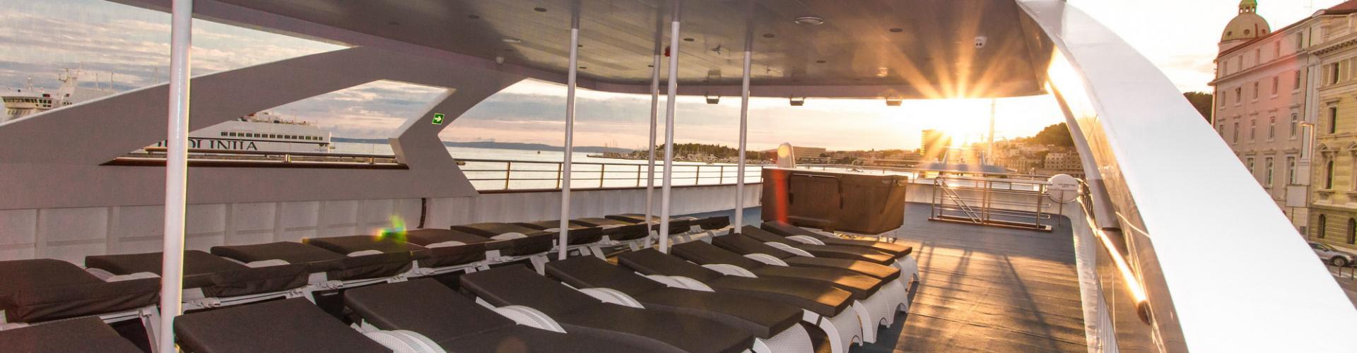2017. Deluxe Superior nave da crociera MV Maritimo
