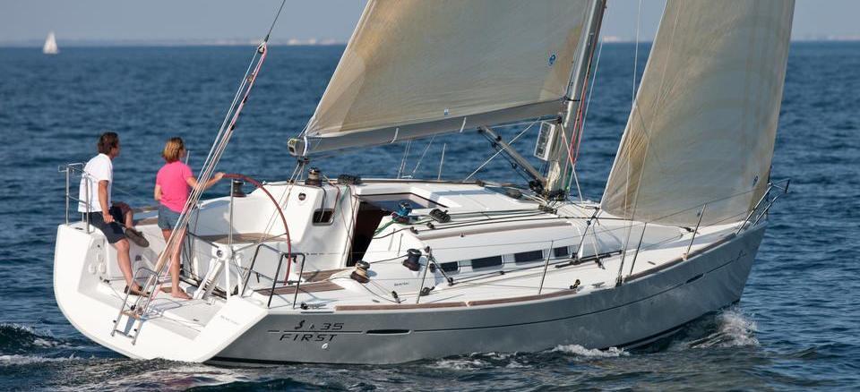 barca a vela First 35