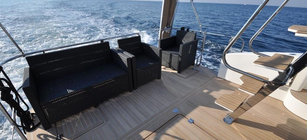barca a motore Futura 40 Grand Horizon