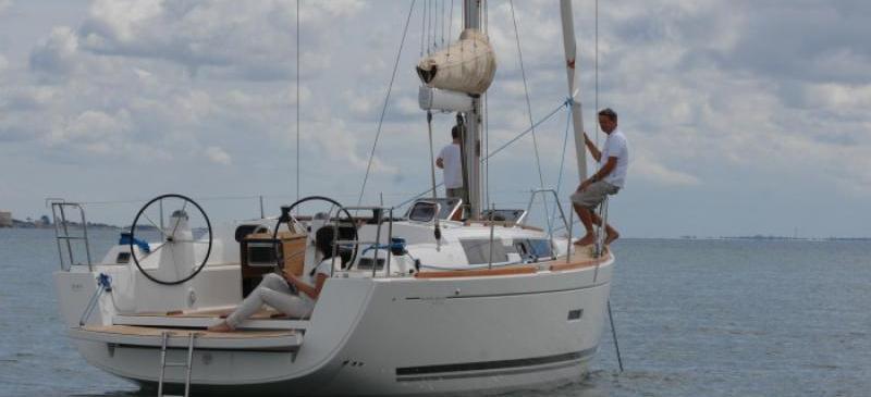 barca a vela Dufour 335