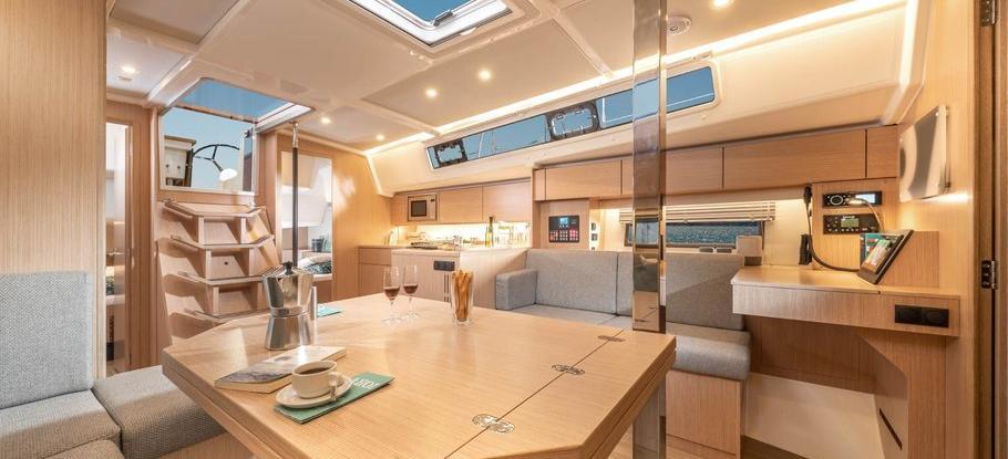 barca a vela Bavaria C42
