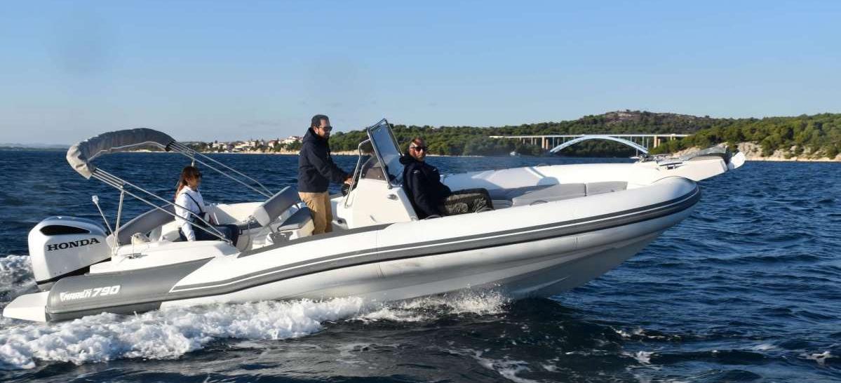 barca a motore Marlin 790 Dynamic