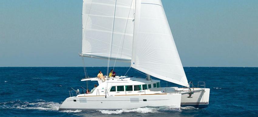 catamarano Lagoon 440
