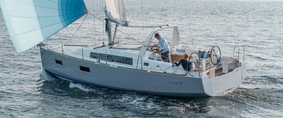barca a vela Oceanis 38