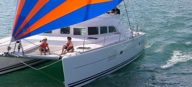 catamarano Lagoon 380 S2