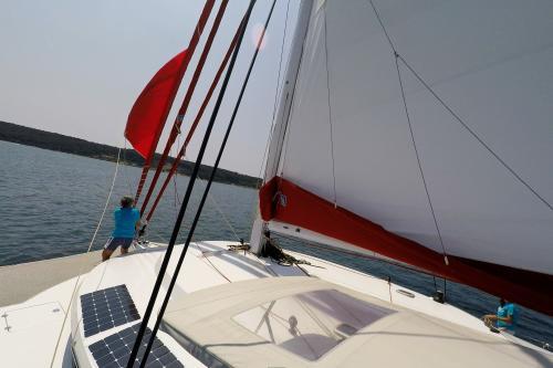 Foto gratuiti di barca a vela neel 45 trimarano a noleggio for Deckplan com piani di coperta gratuiti