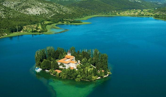 Visitare le cascate del Parco Nazionale di Krka in barca