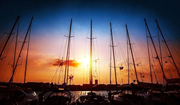 Veleggiare al tramonto - Suggerimenti per navigare di notte