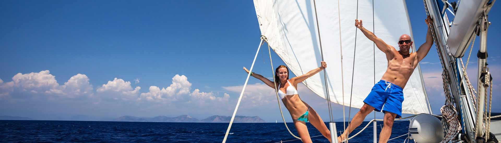 Buon divertimento in barca a vela