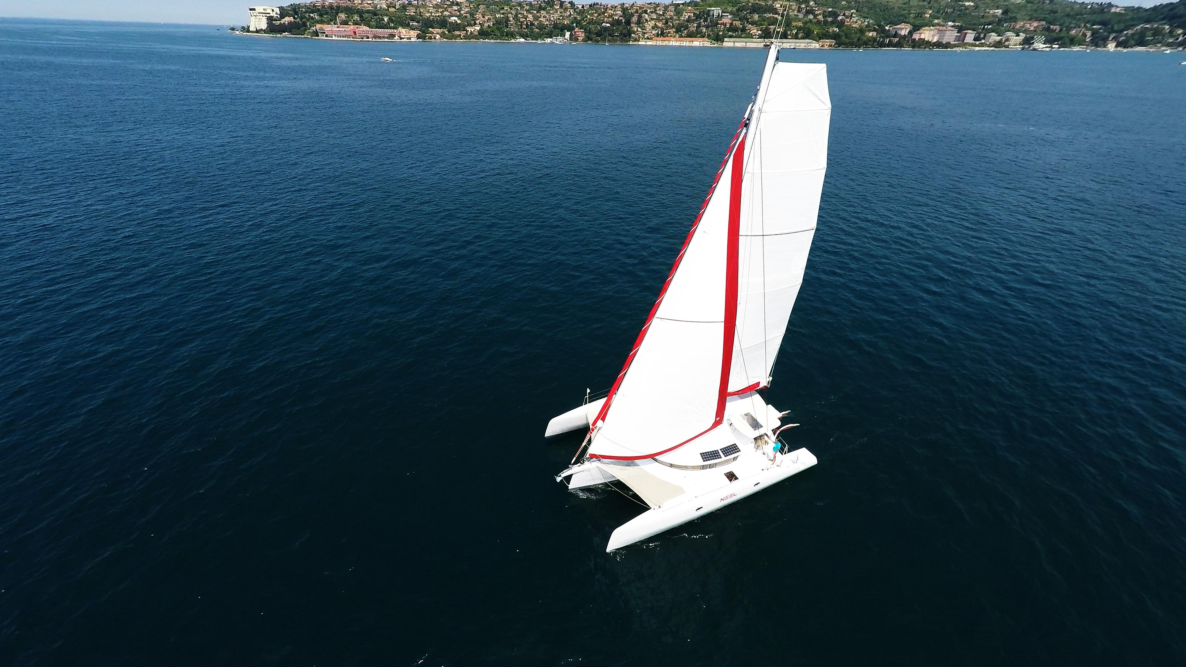 foto aerea di trimaranoo a noleggio barca a vela croatia