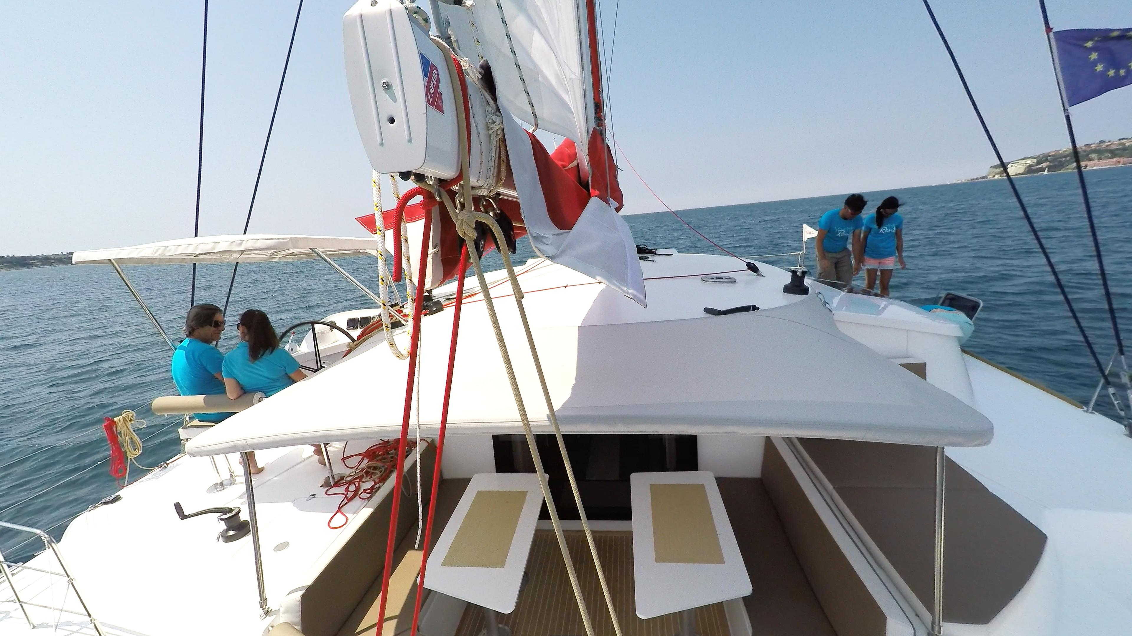 boma di trimarano  a vela yacht neel 45 equipaggio