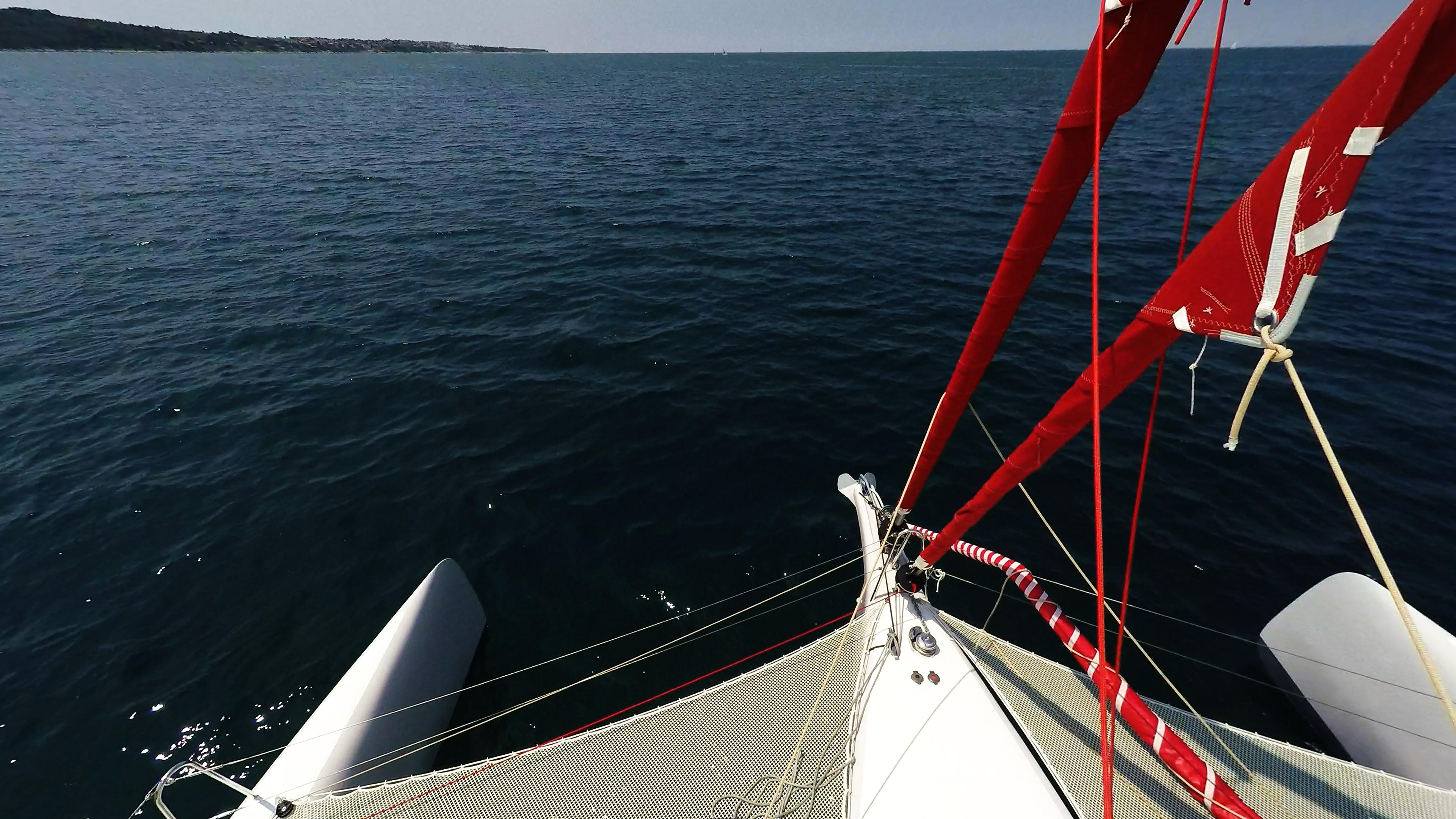 prua di multiscafo a vela 1