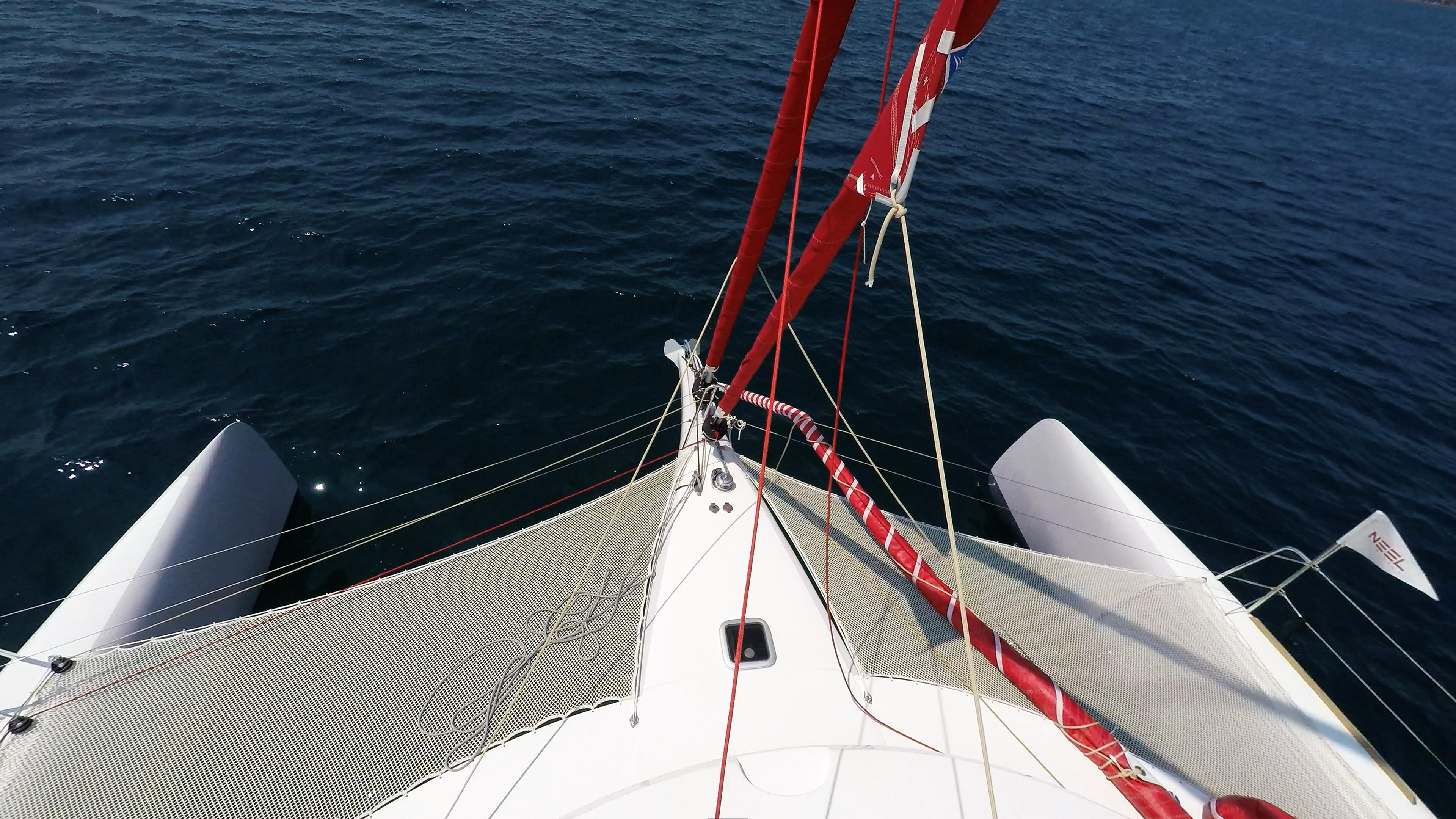 prua di multiscafo a vela neel 45
