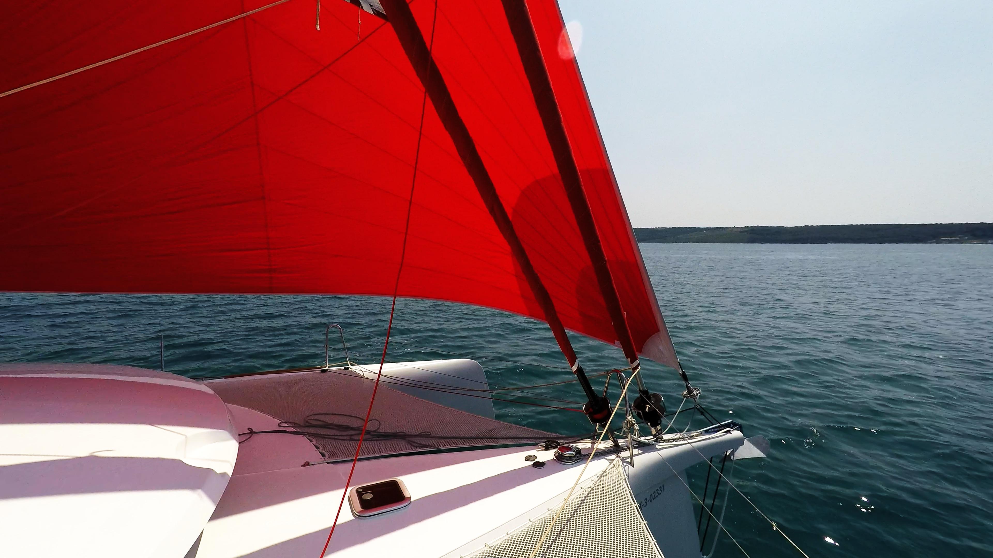 prua di multiscafo yacht gennaker vela