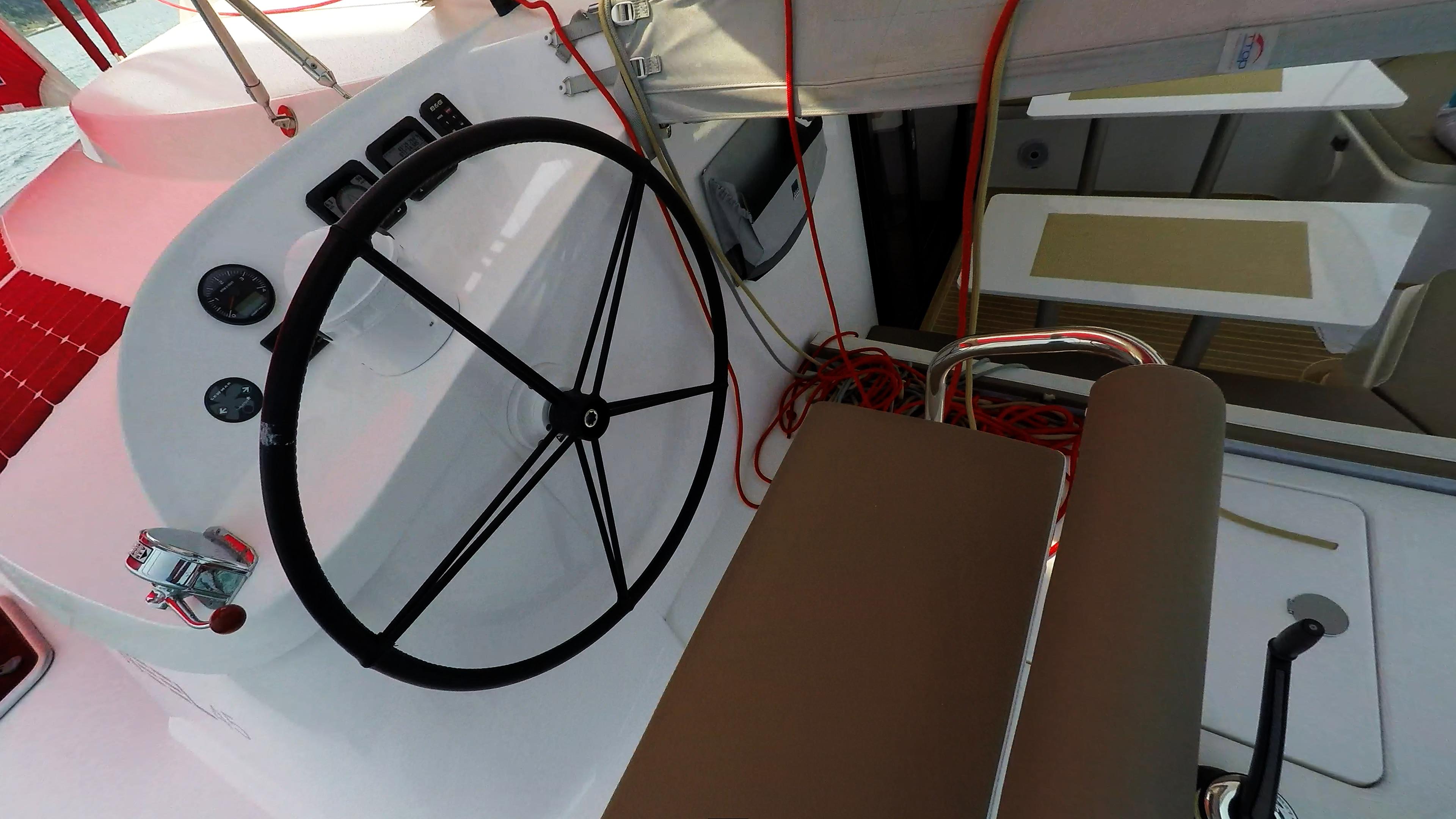 cockpit ruota del timone trimarano barca a vela neel 45