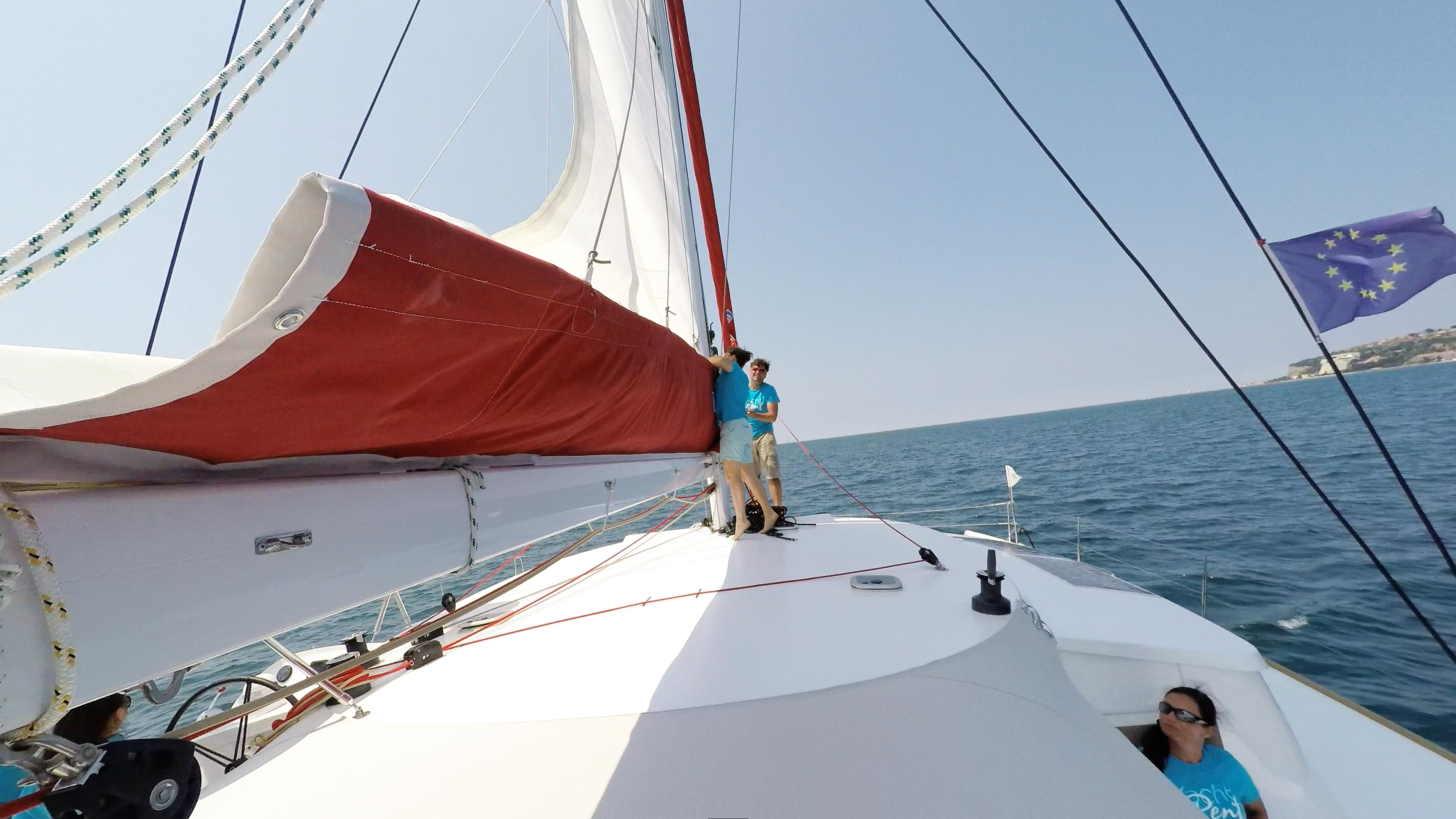 equipaggio hoisting randa barca a vela trimarano neel 45
