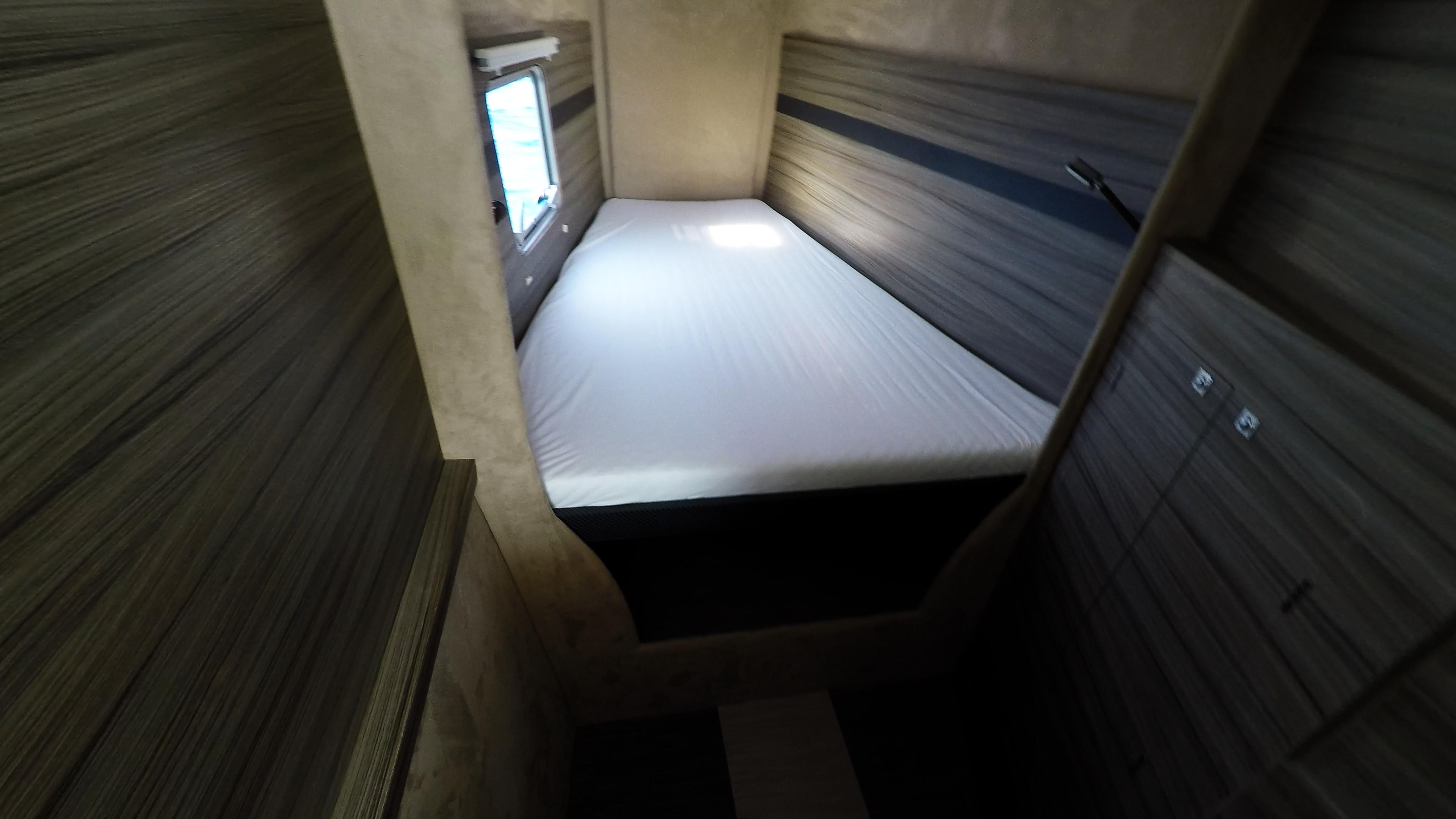cabina di prua in prua di trimarano  neel 45 barca a vela