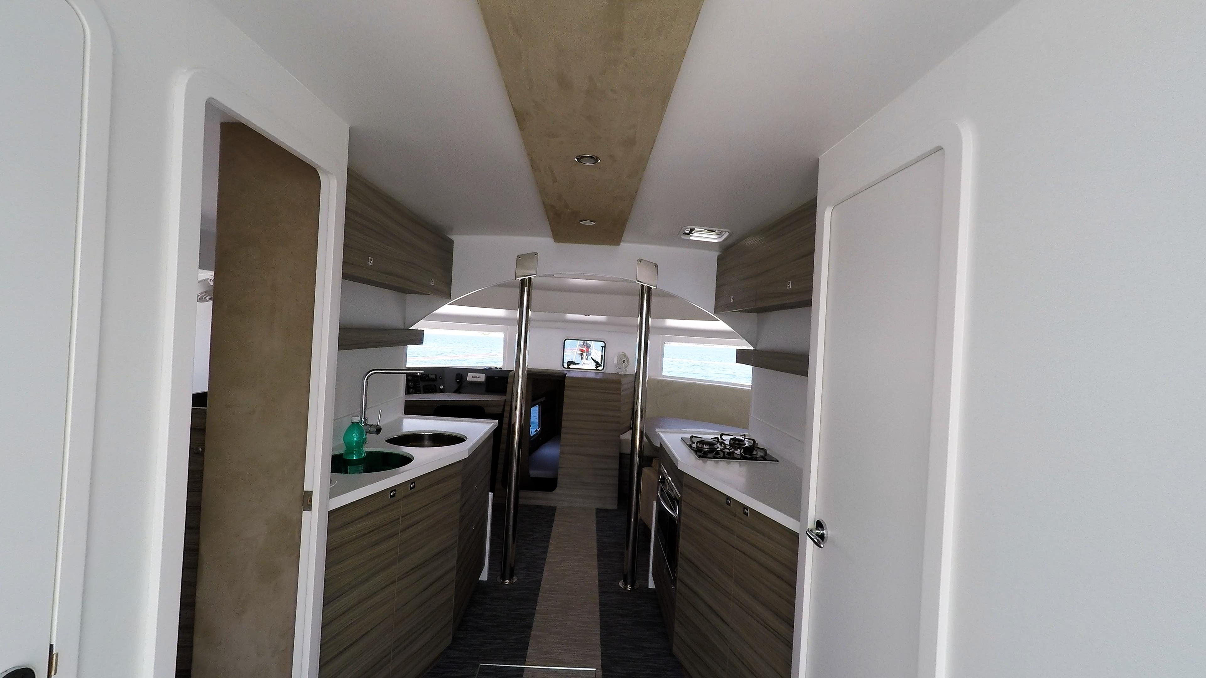interiore neel 45 trimarano multiscafo imbarcazione 1