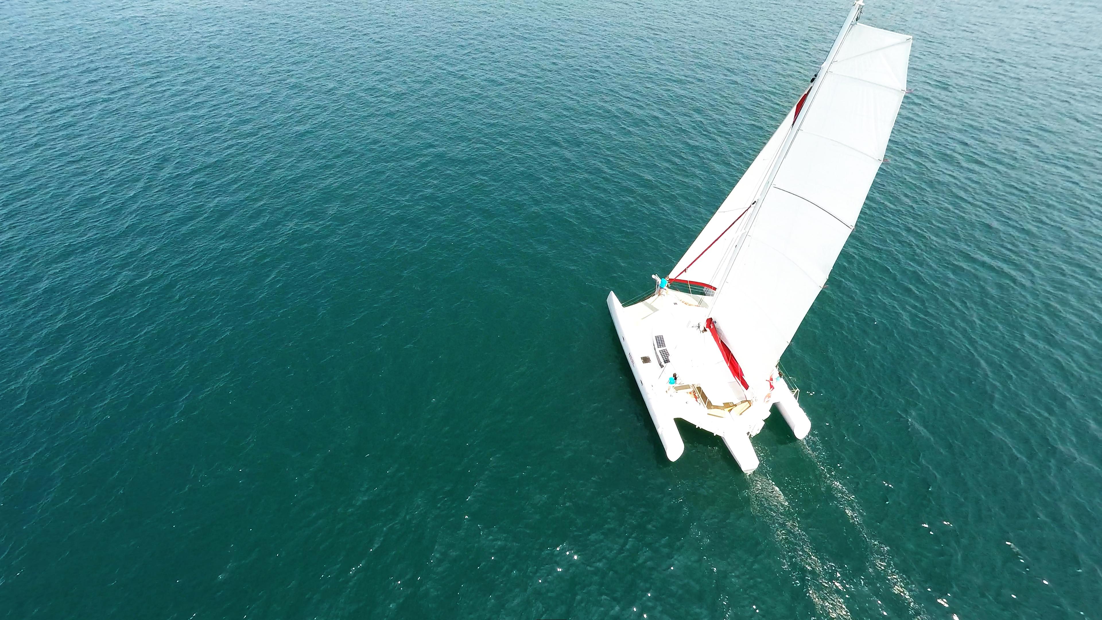 multiscafo yacht foto aerea di navigazione