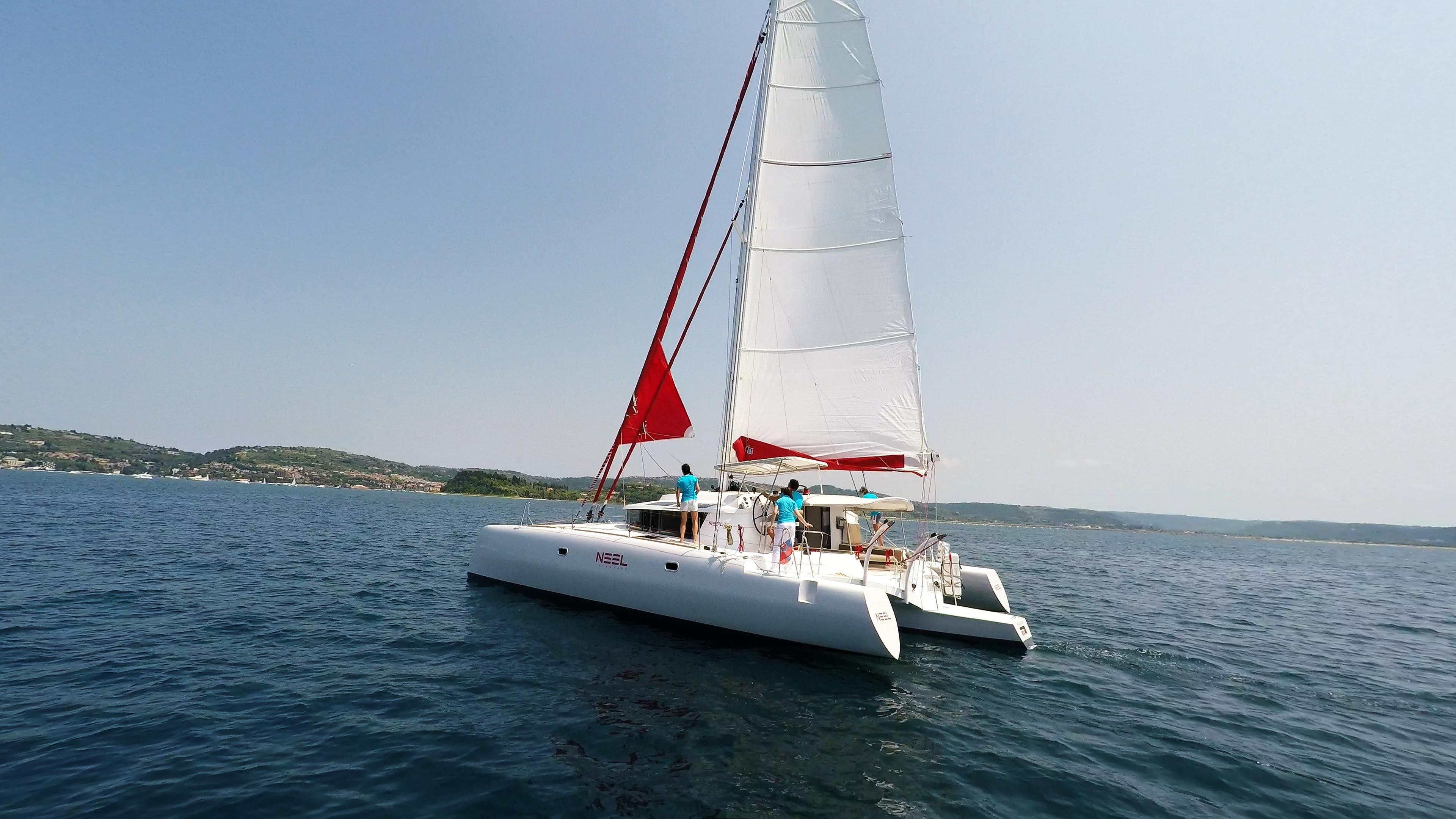 multiscafo yacht neel 45 hoisting gennaker vela
