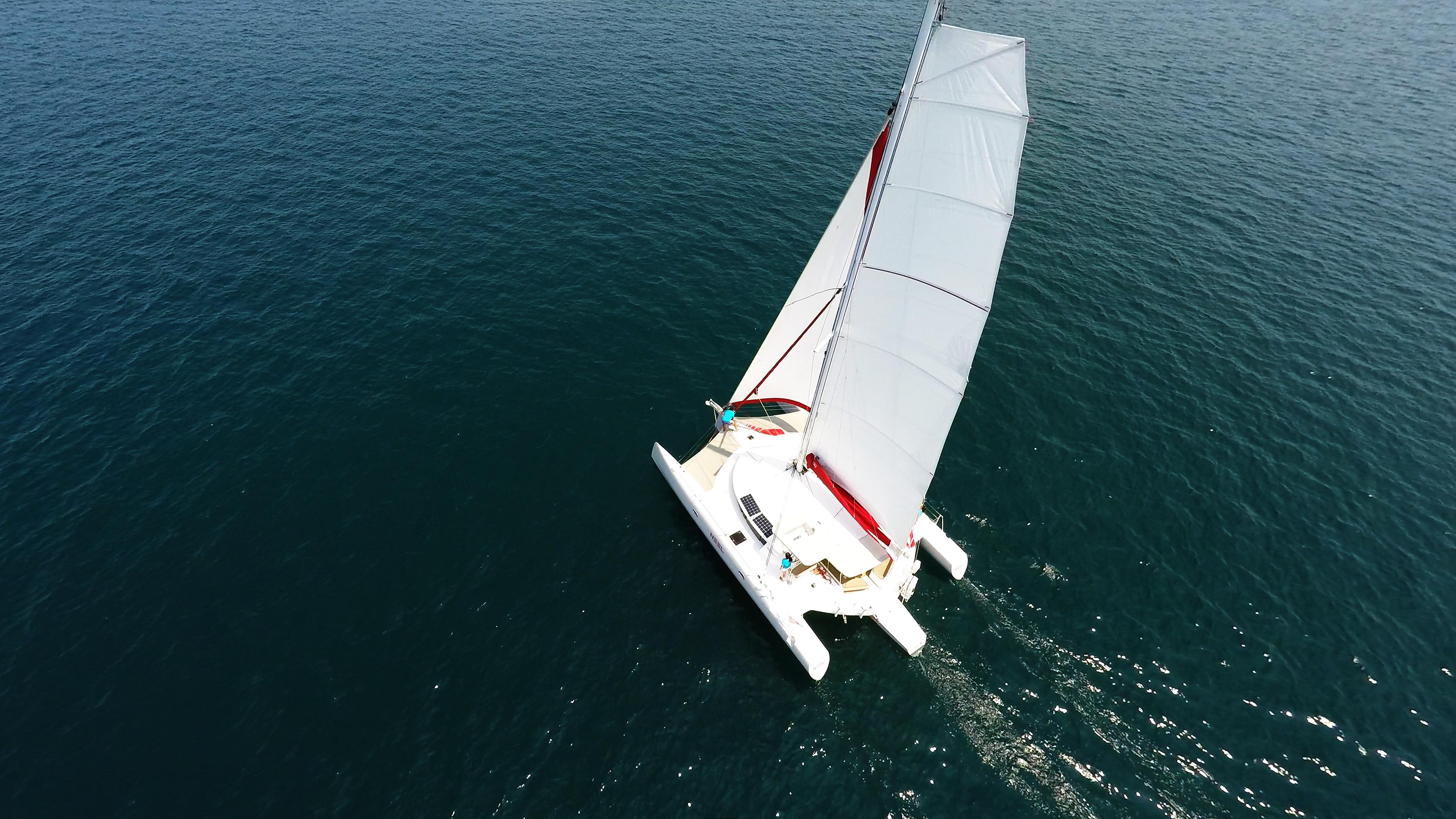 multiscafo yacht naviga blu mare