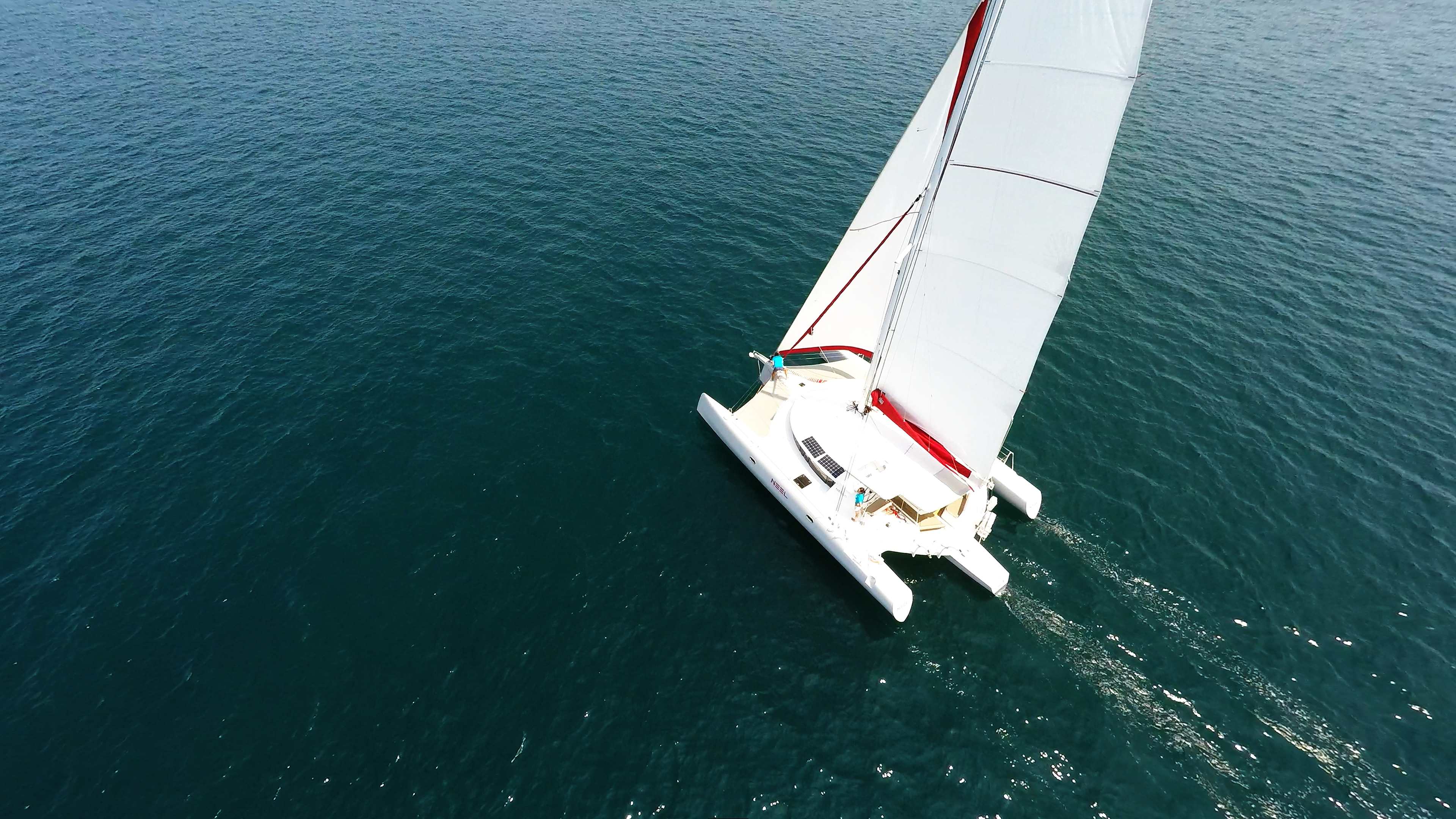 multiscafo yacht trimarano a vela