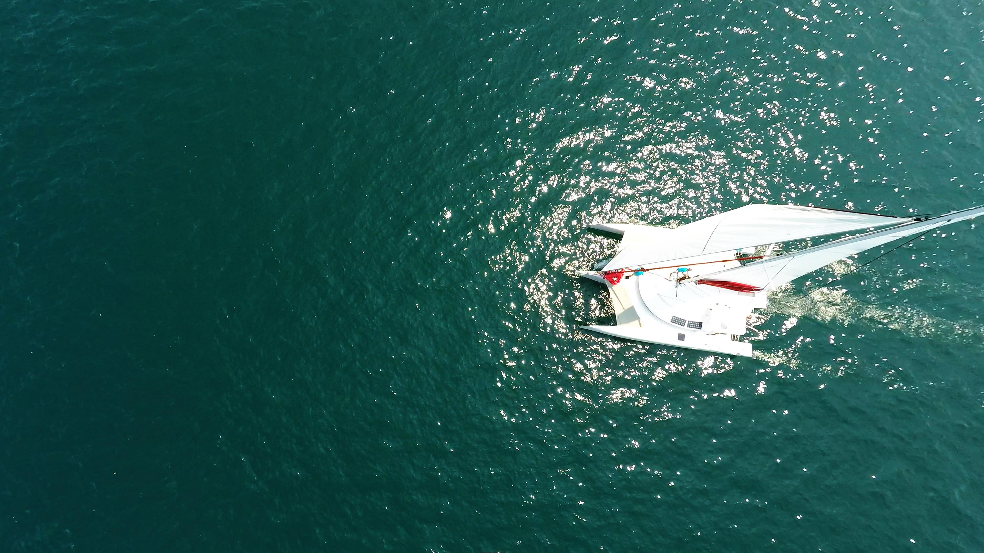 nadir foto multiscafo yacht naviga a vela al mare