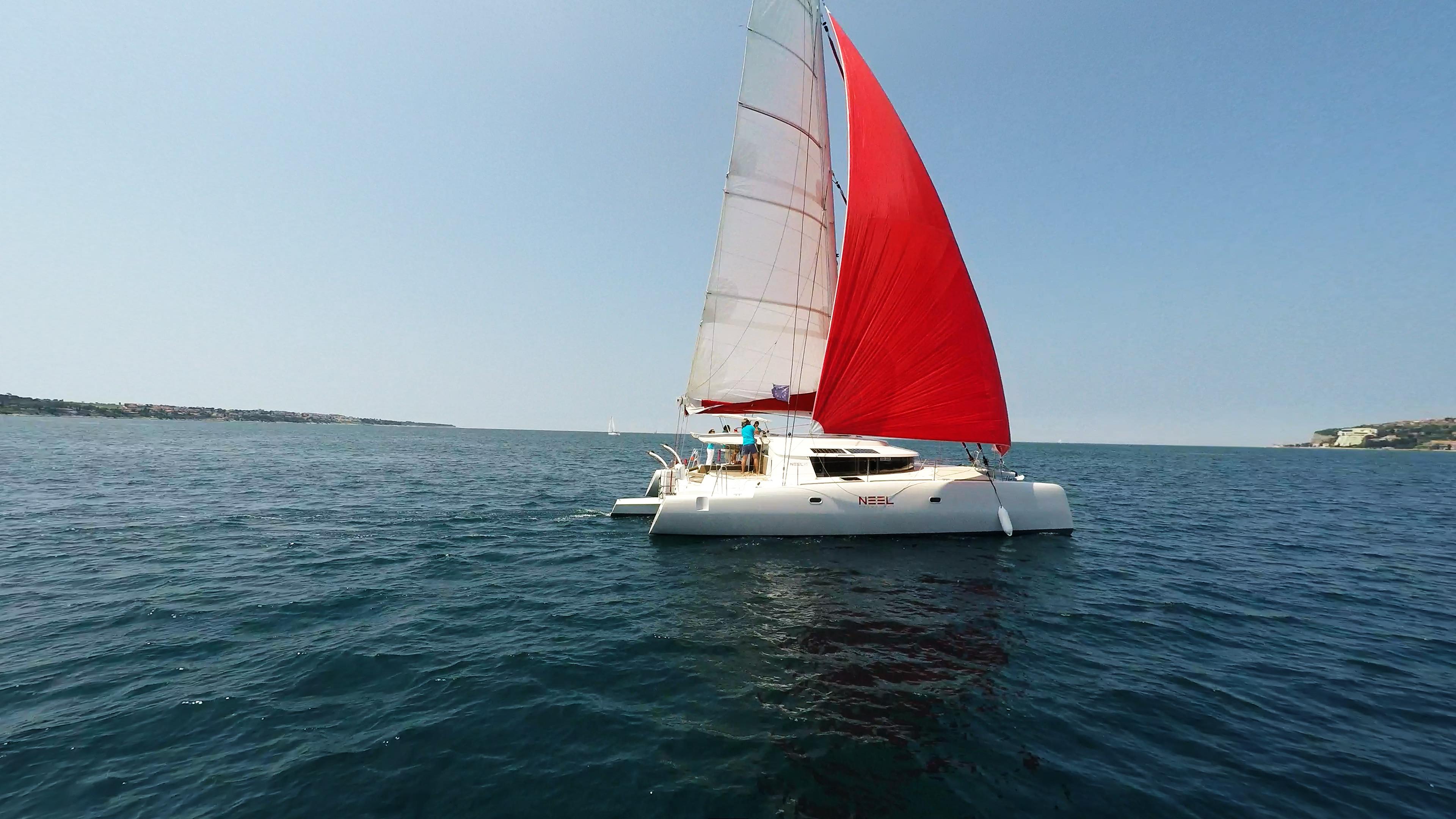 neel 45 yacht naviga a vela gennaker