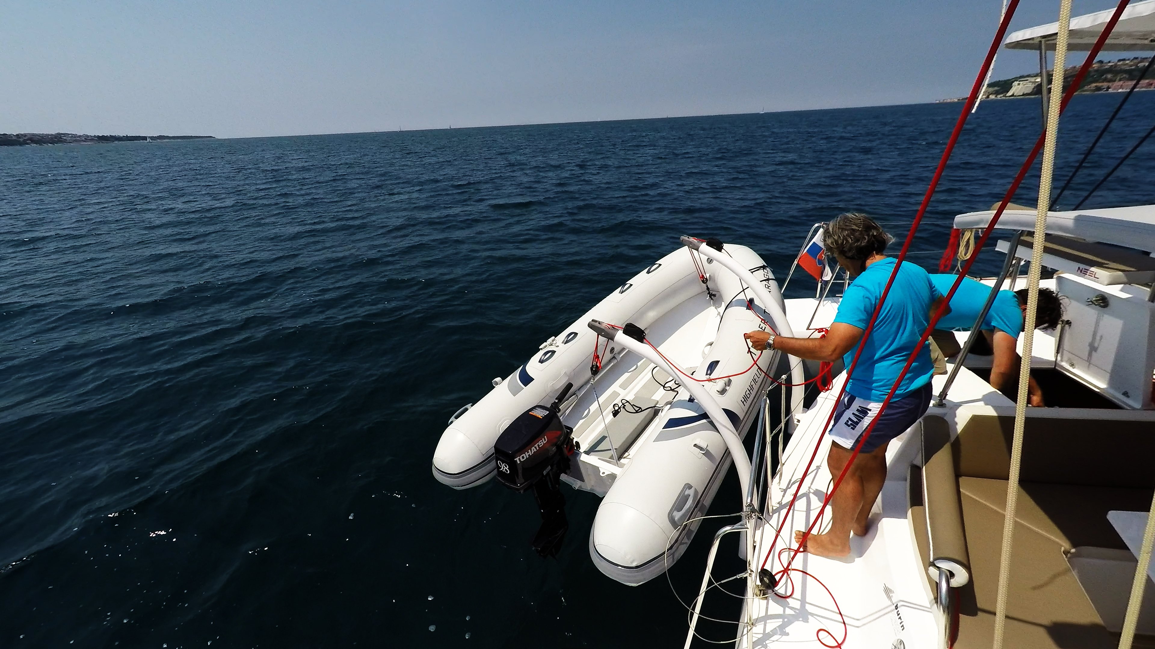 pulling out tender sul trimarano barca a vela neel 45