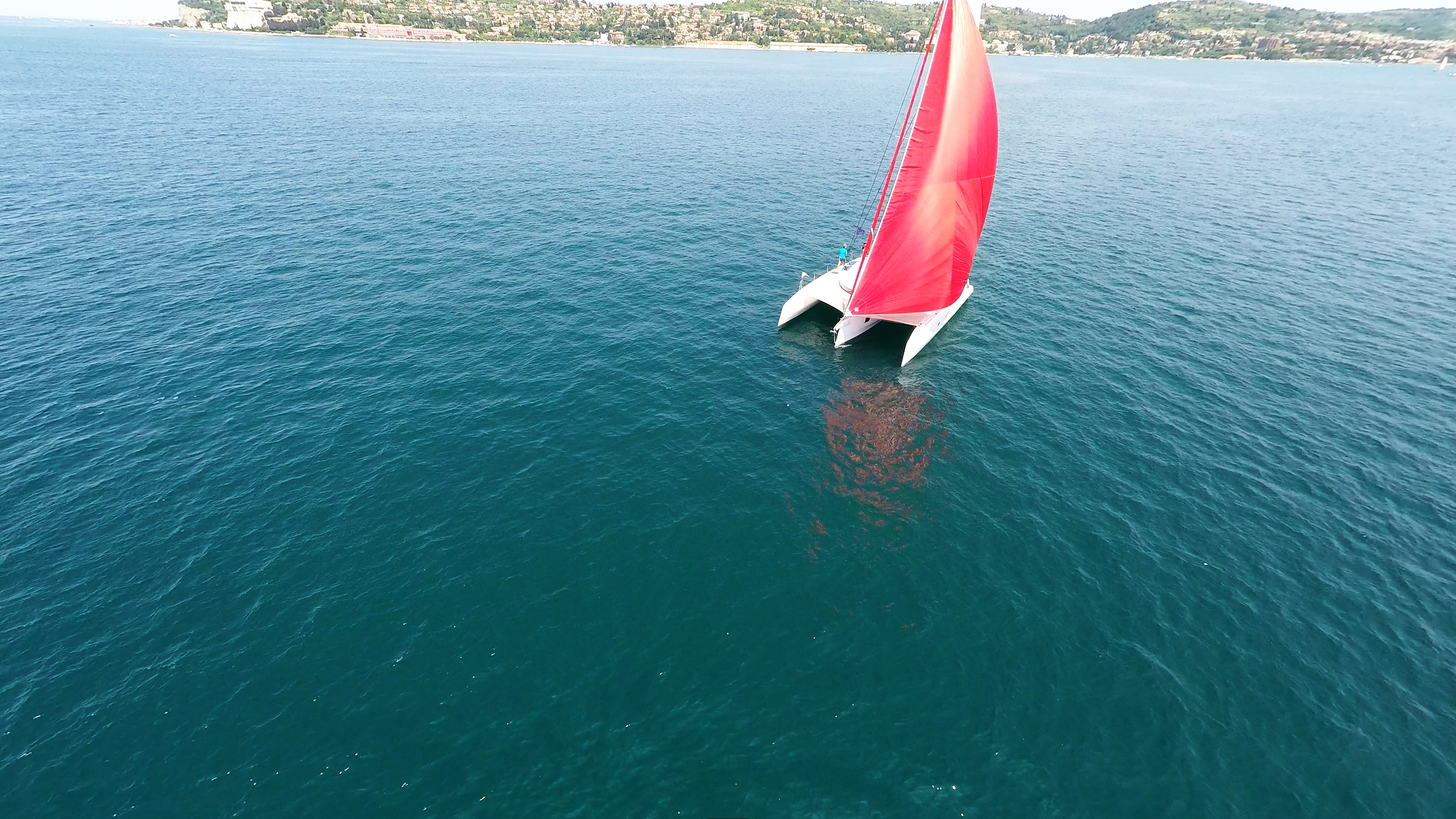 rosso gennaker turchese equipaggio bianco trimarano yacht blu mare