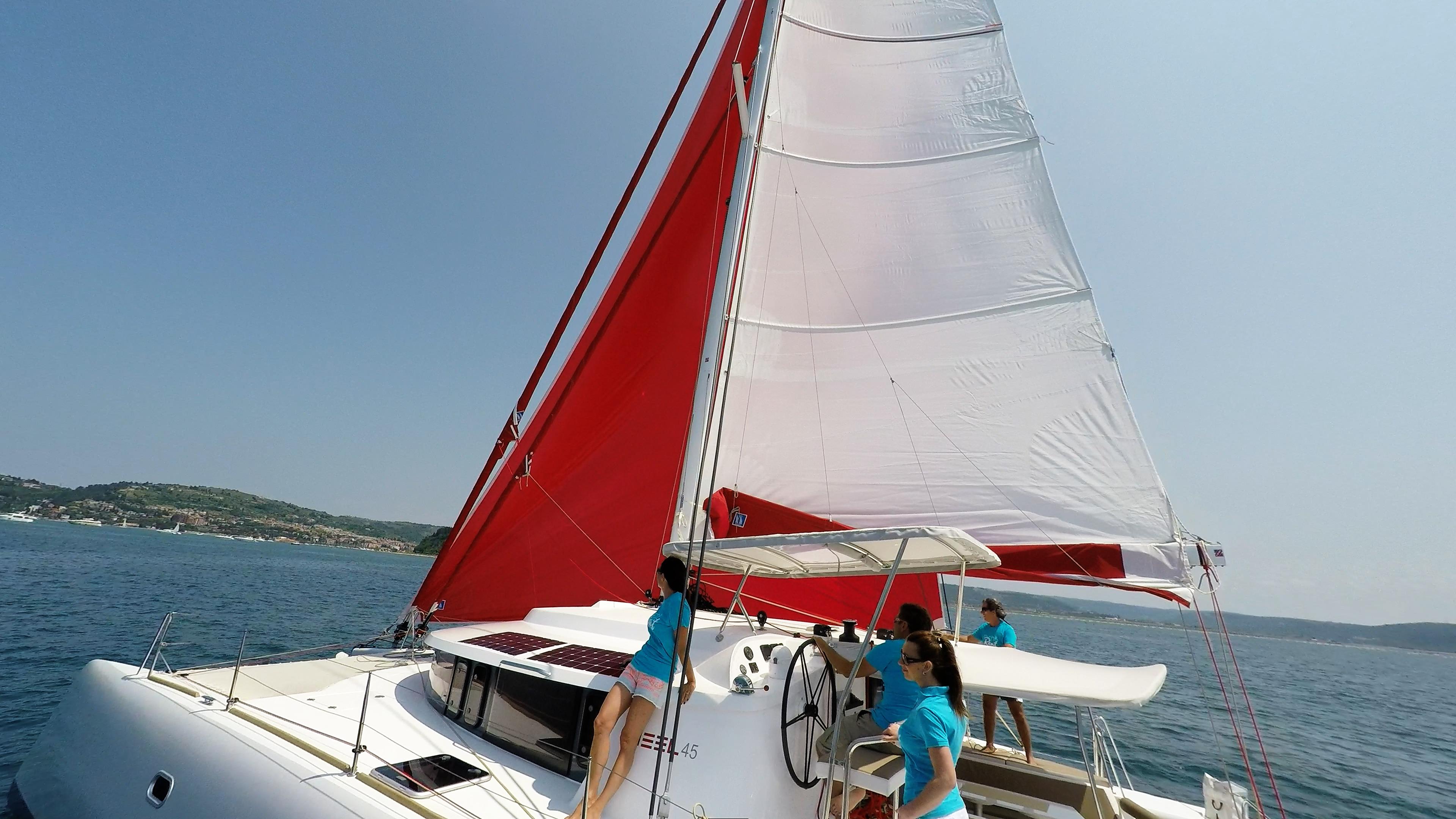 squadra di vela sul yacht