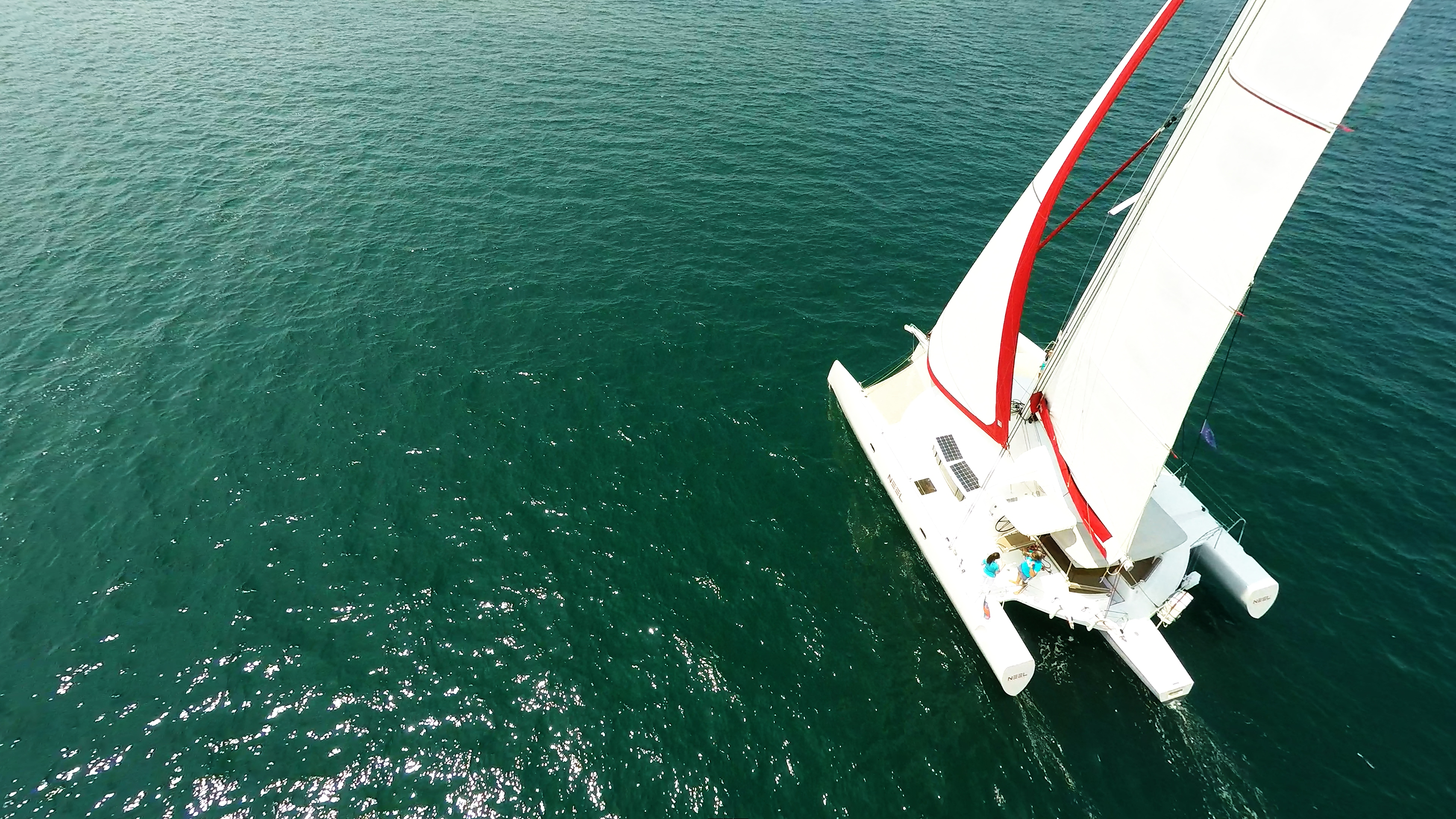 barca a vela trimarano a noleggio
