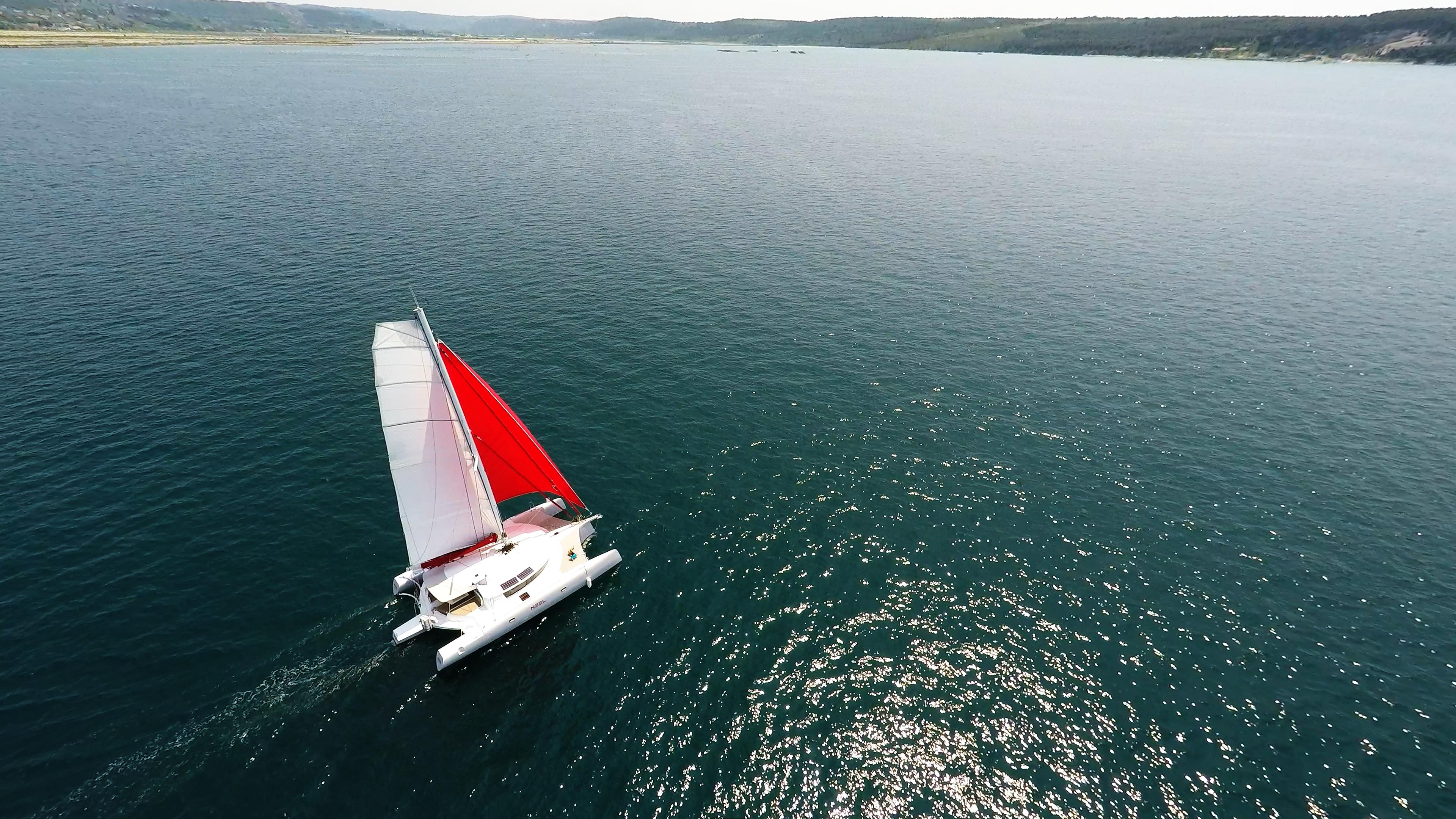 barca a vela trimarano