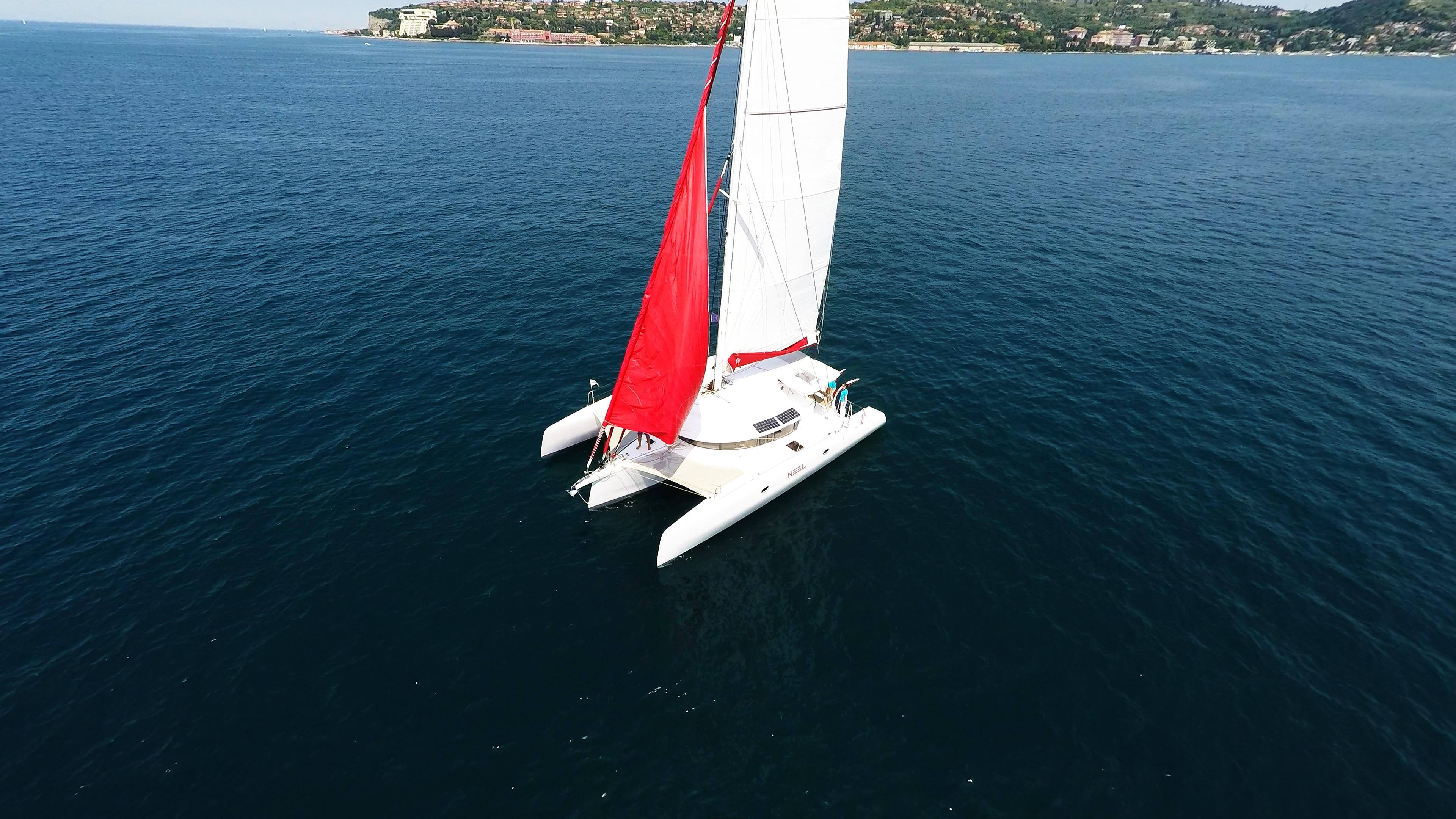 barca a vela trimarano neel 45 rosso genaker