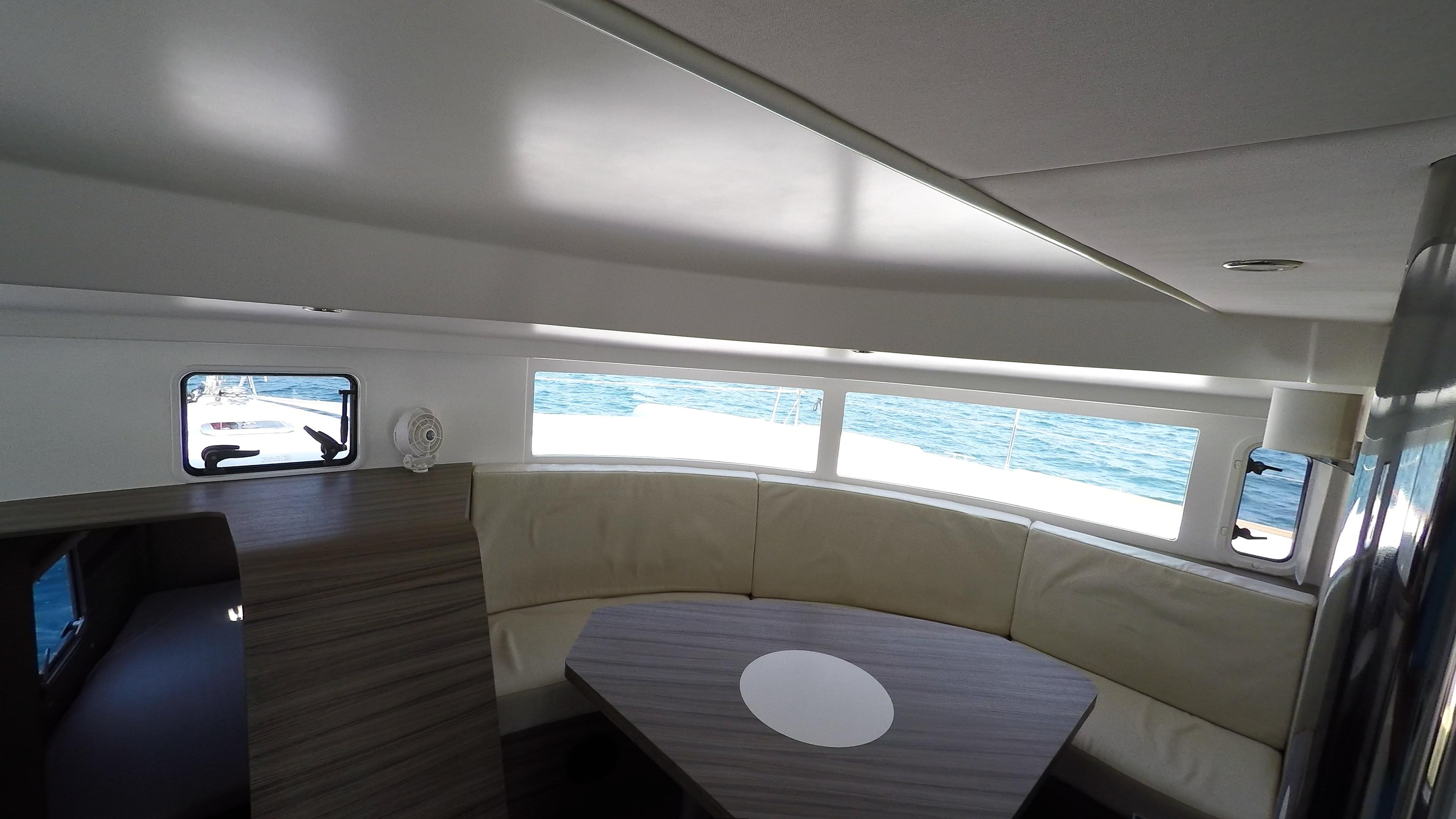 salone tavolo da pranzo neel 45 trimarano yacht