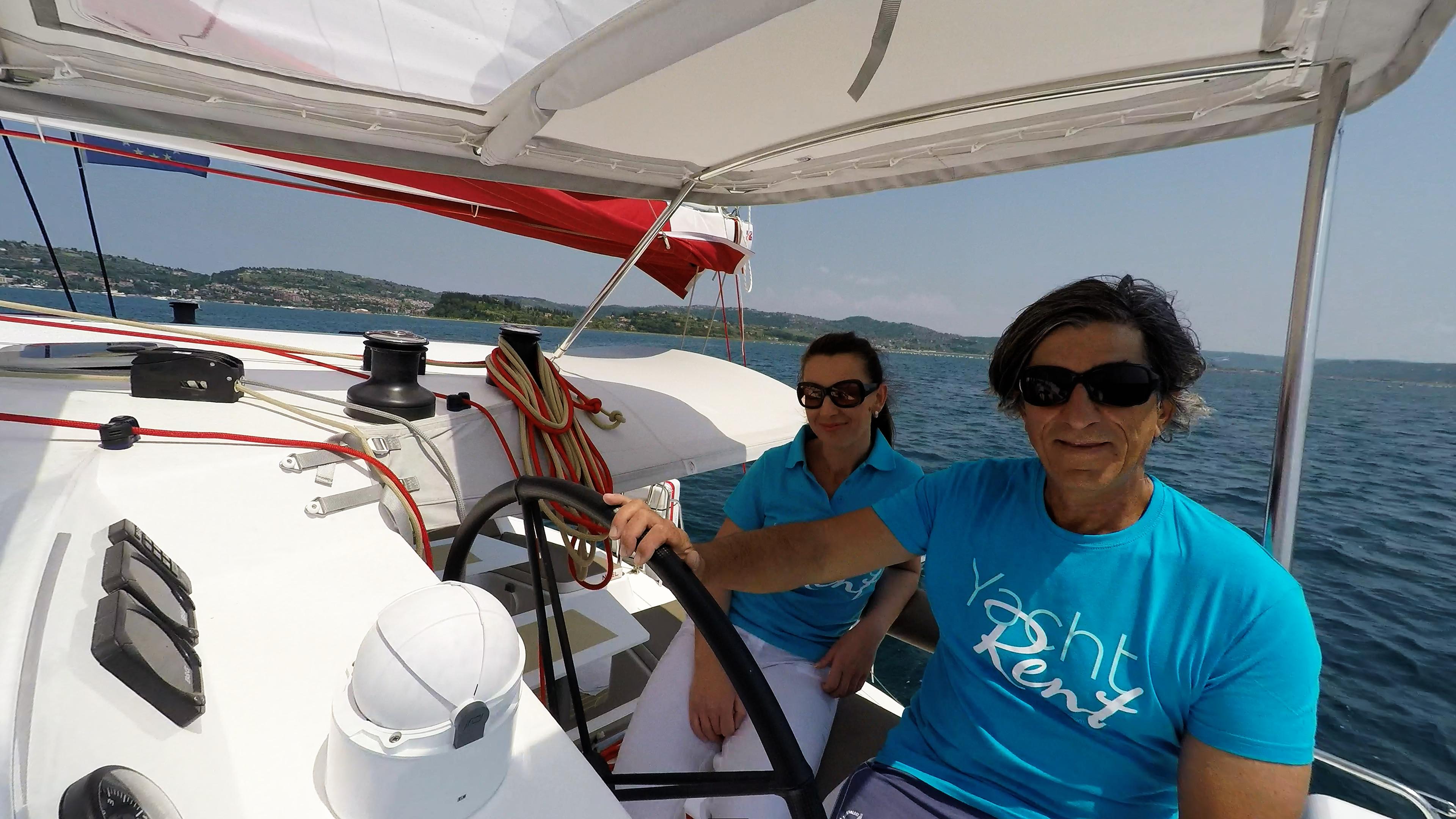 skipper e ragazza behind ruota del timone di trimarano  neel 45 yacht 3