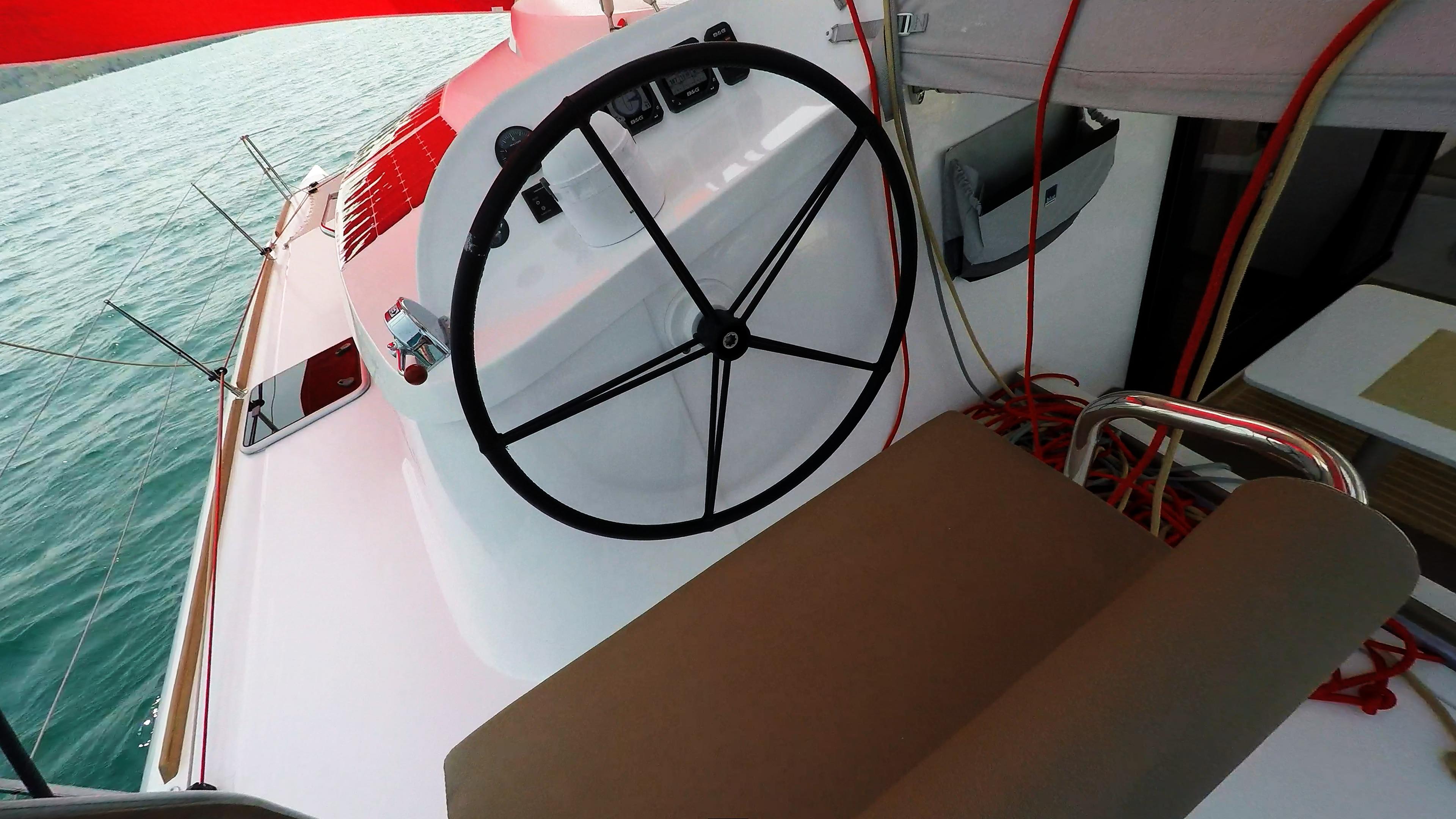 skipper cockpit ruota del timone trimarano barca a vela neel 45
