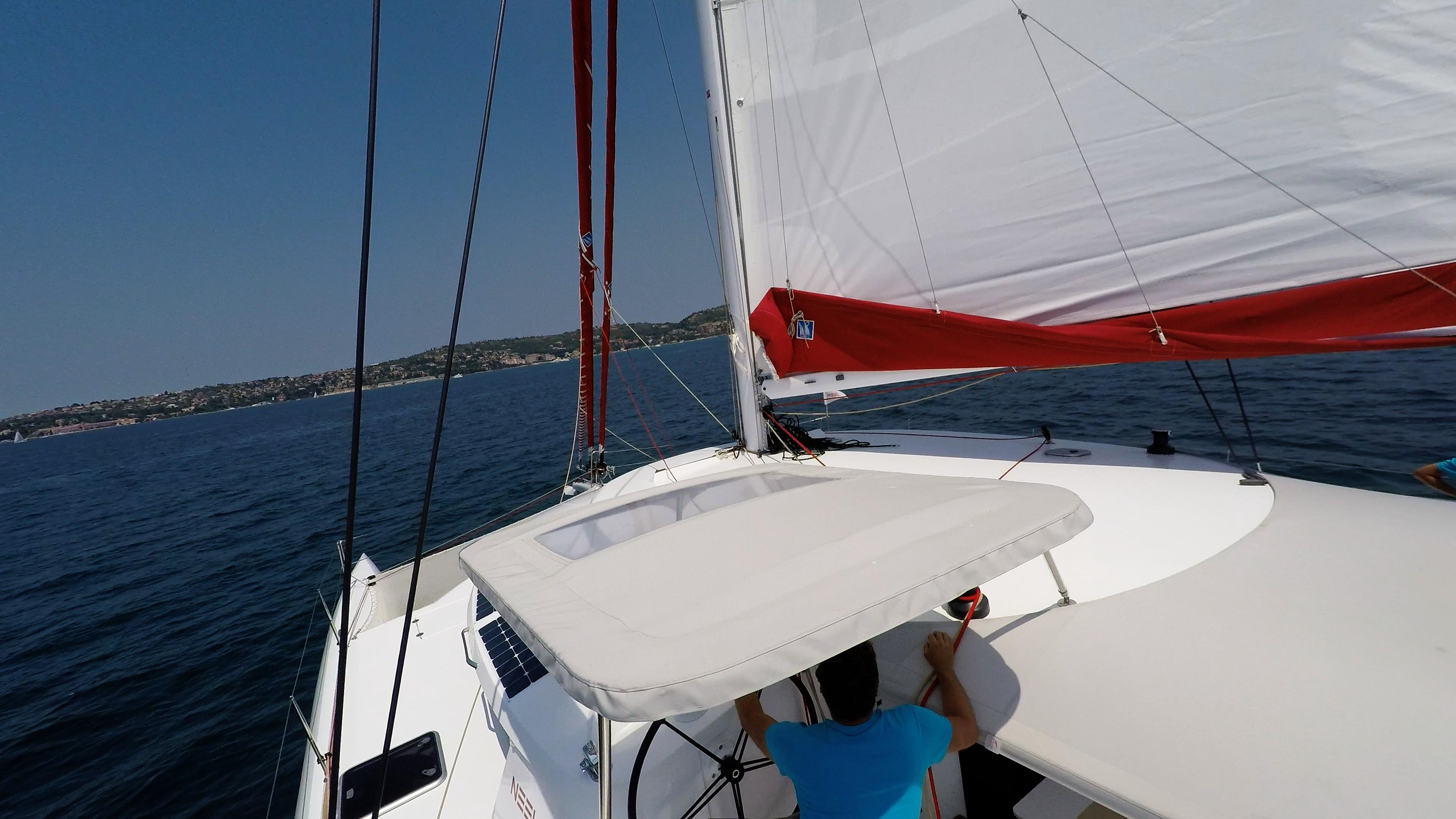 skipper sotto cockpit cima sul trimarano barca a vela neel 45