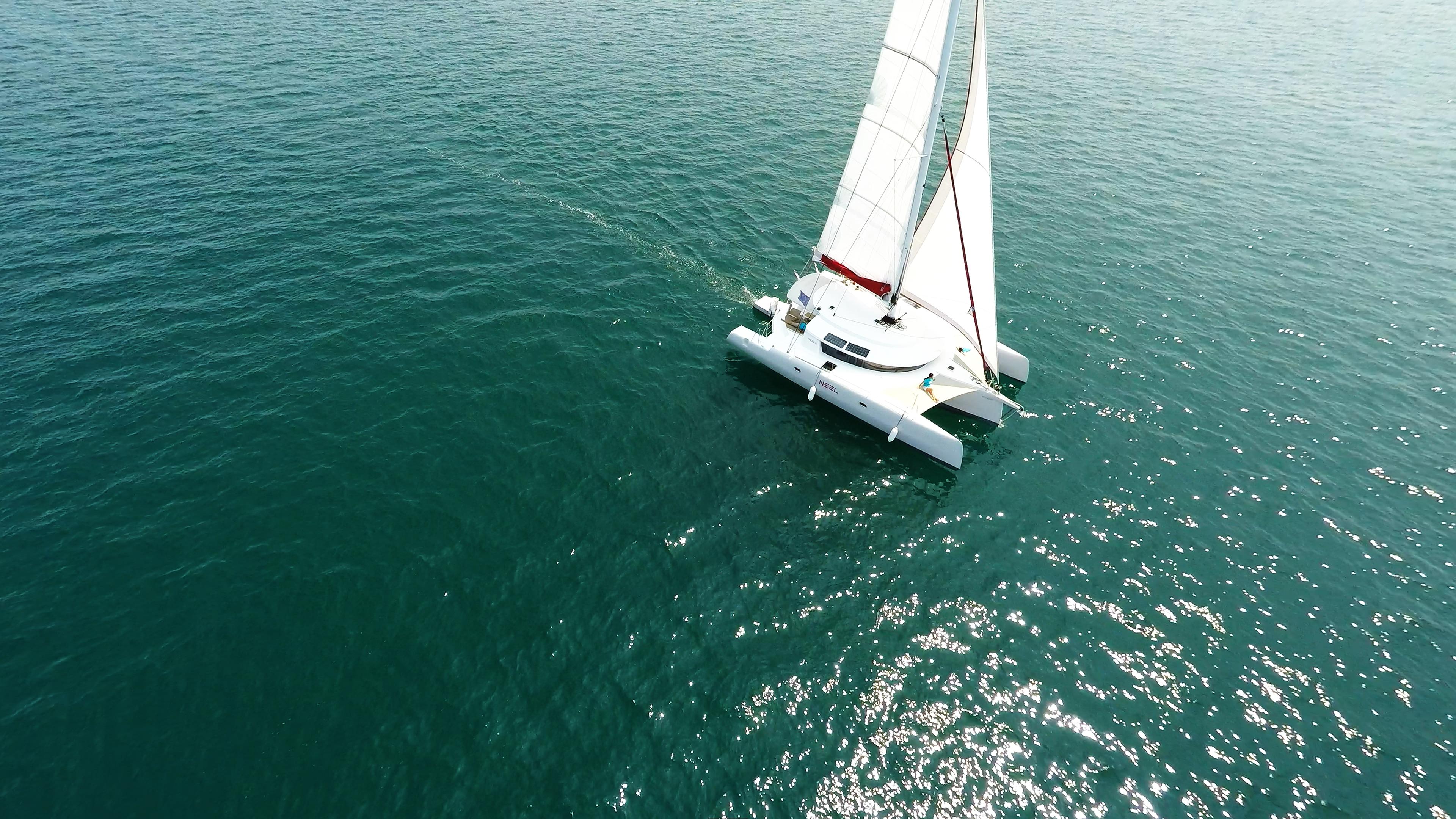 trimarano vela yachting