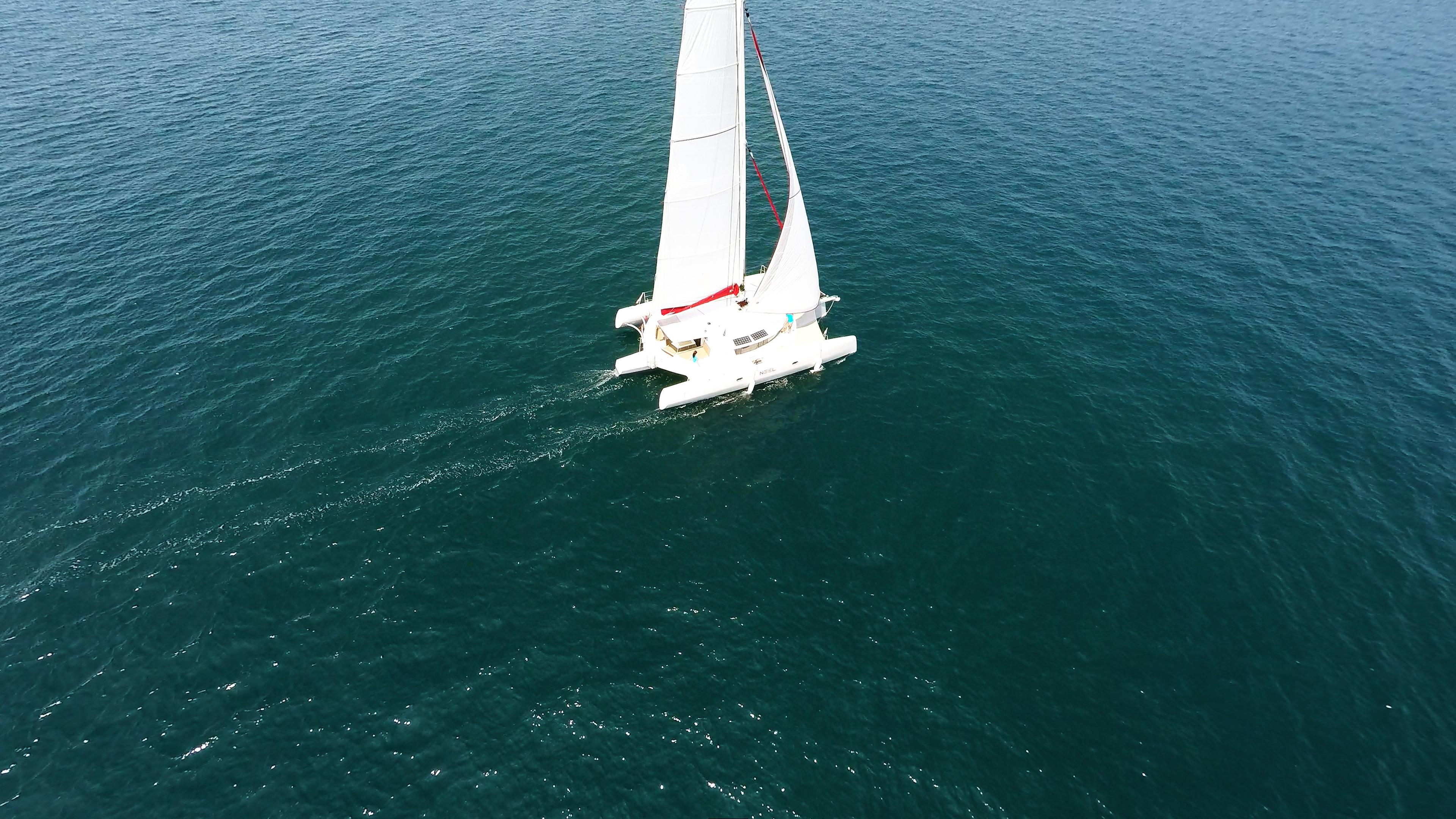 trimarano naviga a vela 3