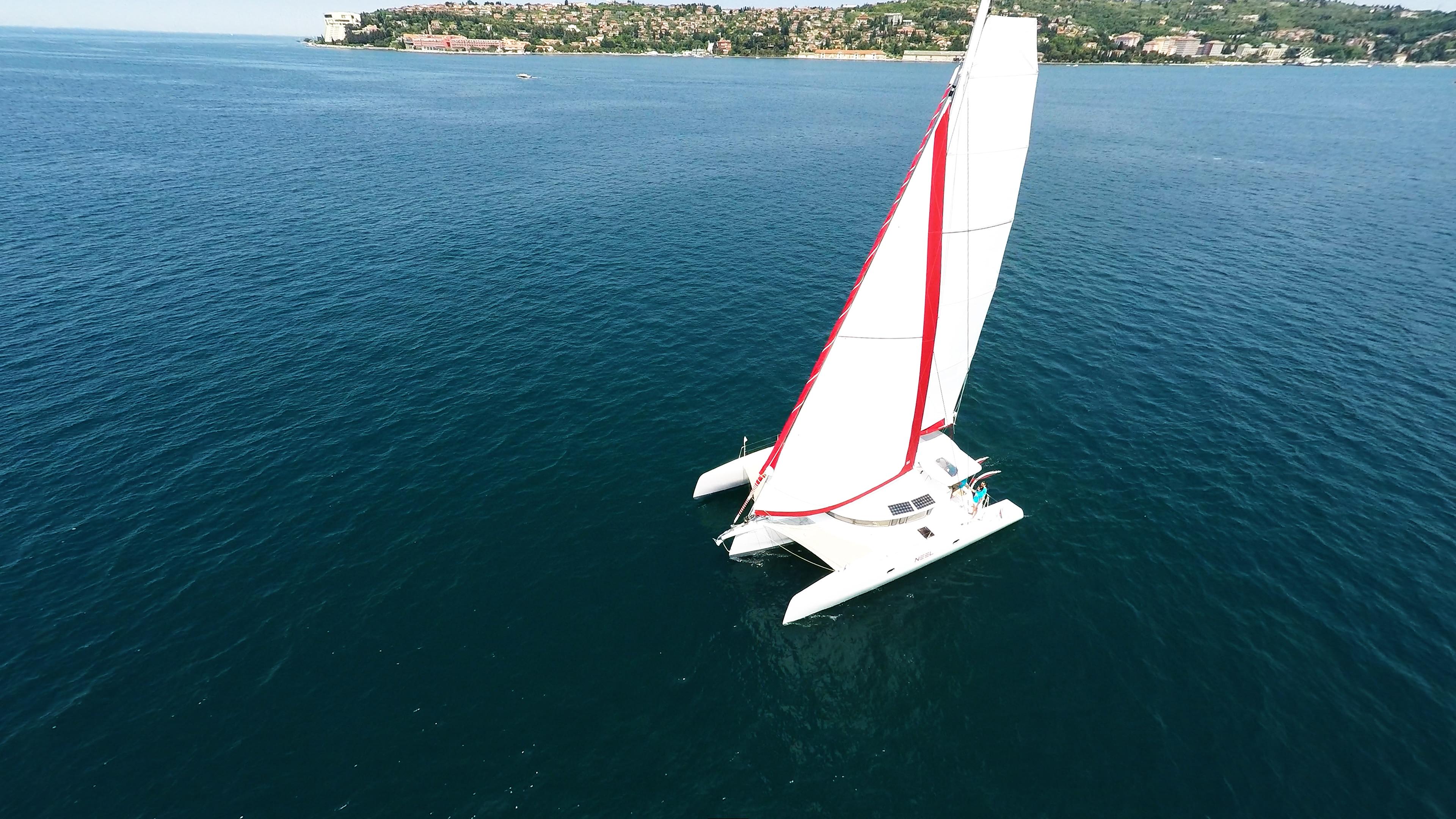 noleggio yacht trimarano neel 45 vela al mare
