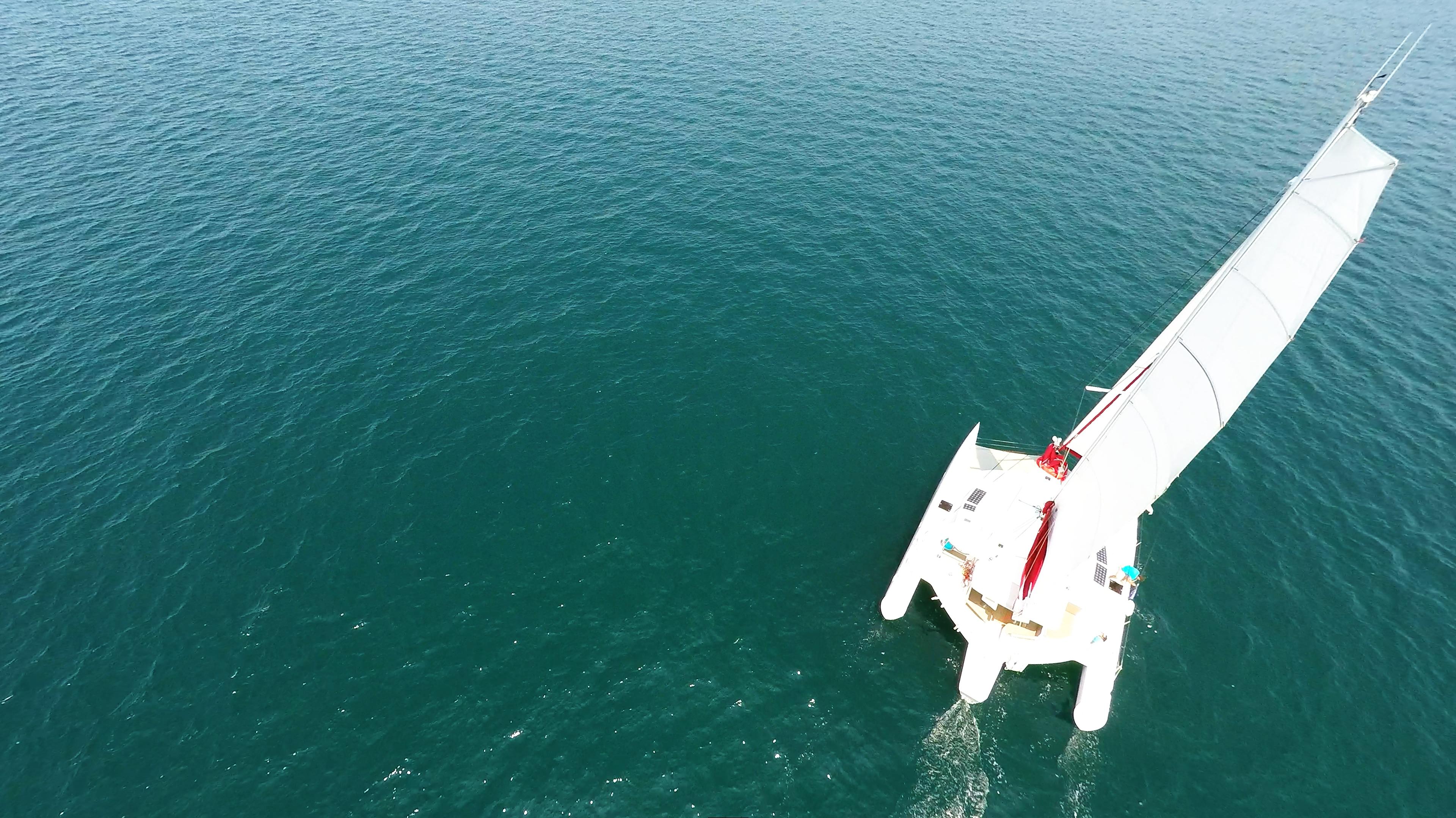 yacht trimarano multiscafo vela