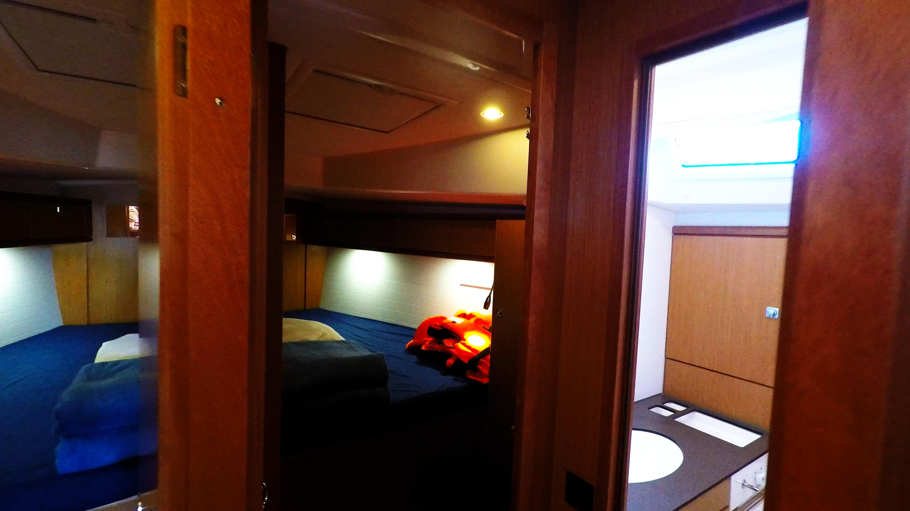 barcha a vela bavaria 46 cruiser cabine davanti bagno yacht a vela interno