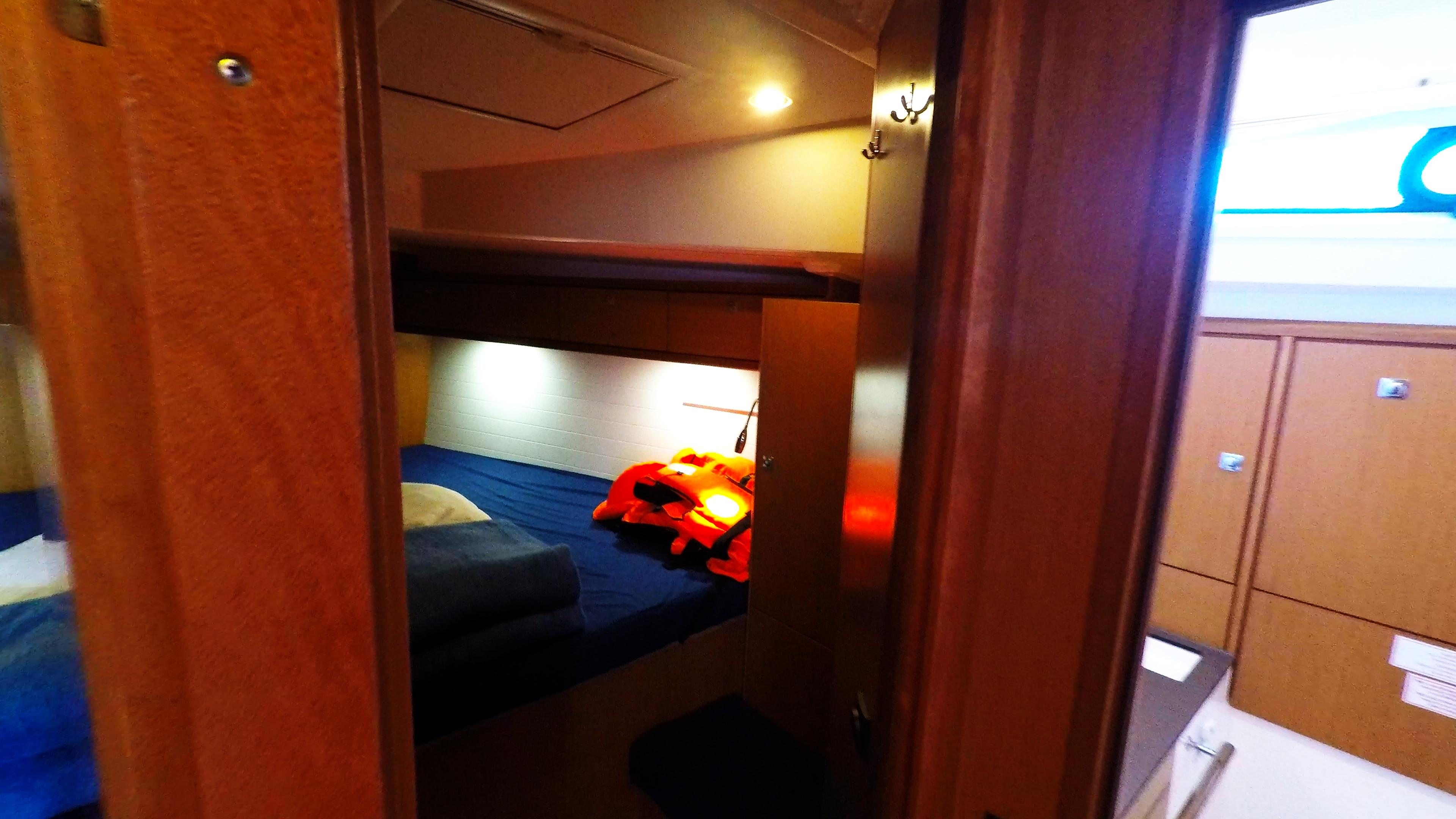 barcha a vela bavaria 46 cruiser interno yacht a vela cabina anteriore destra gabinetto