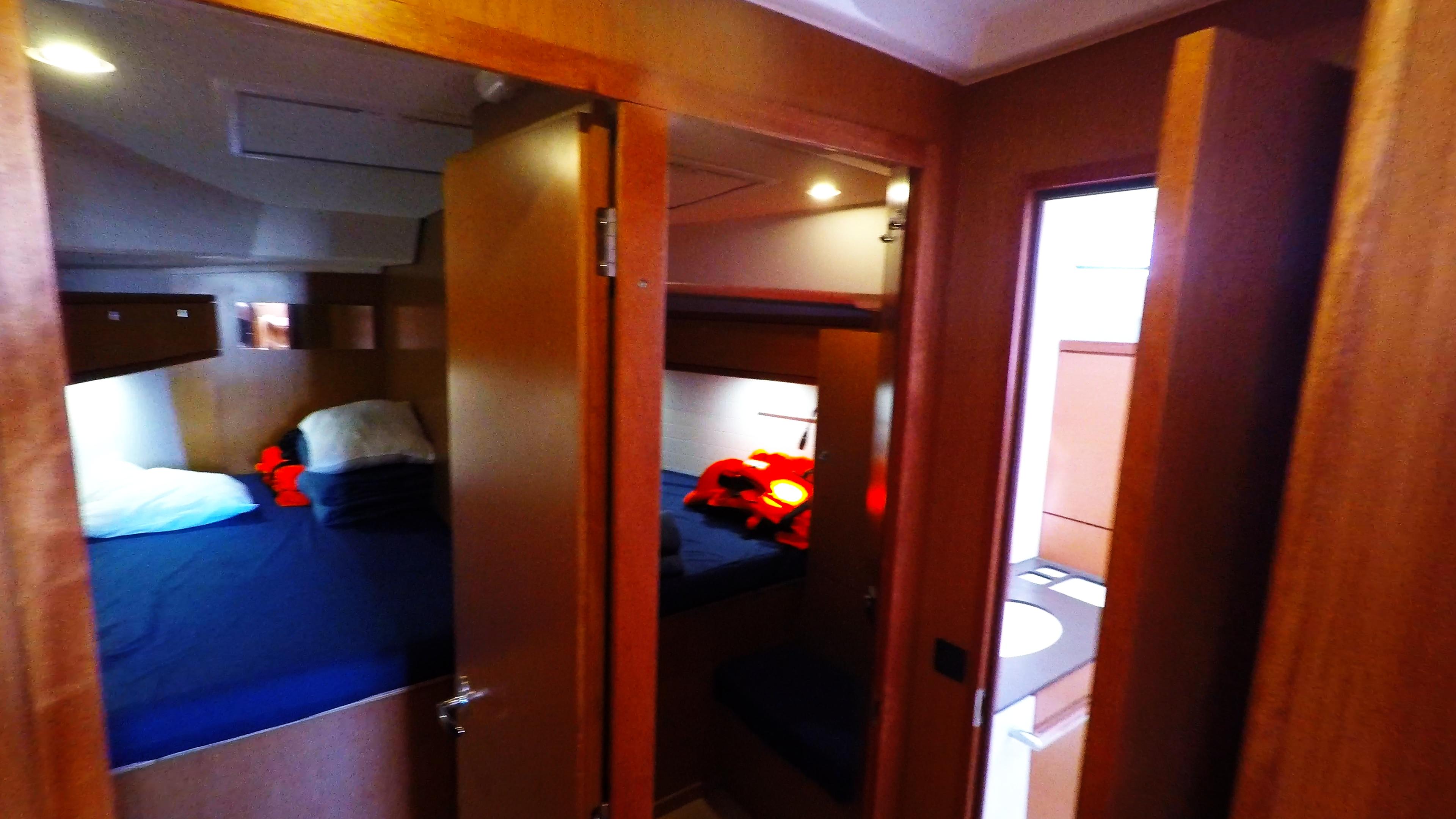 barcha a vela bavaria 46 cruiser yacht a vela interno cabine davanti gabinetto 1