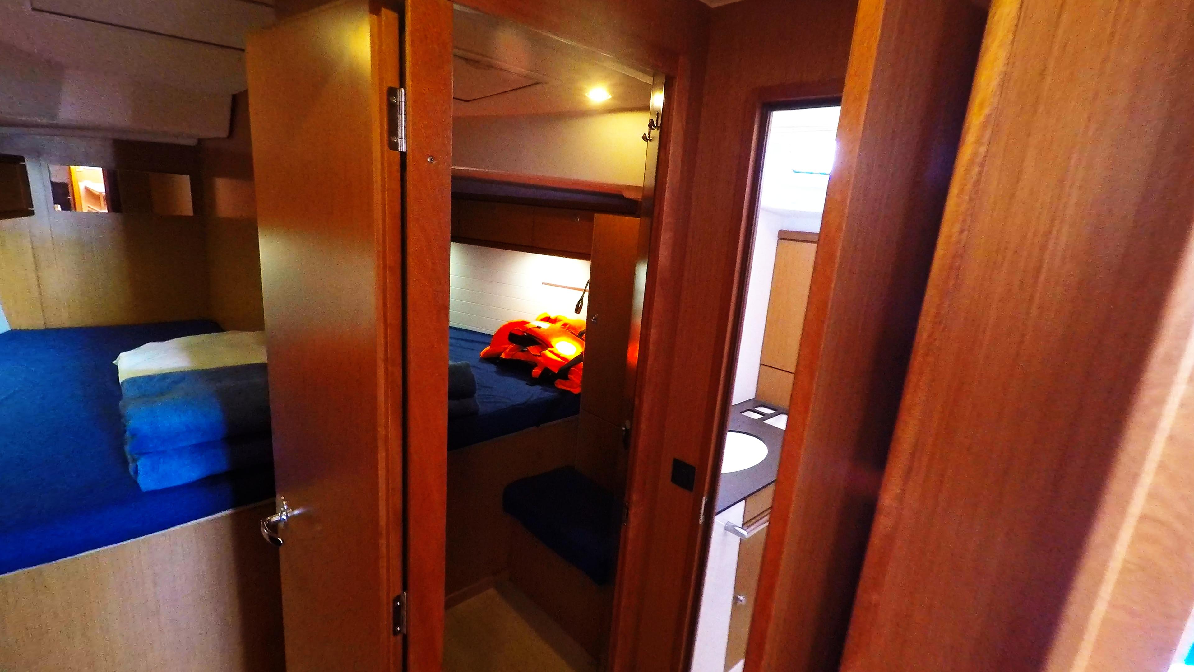 barcha a vela bavaria 46 cruiser yacht a vela interno cabine davanti gabinetto