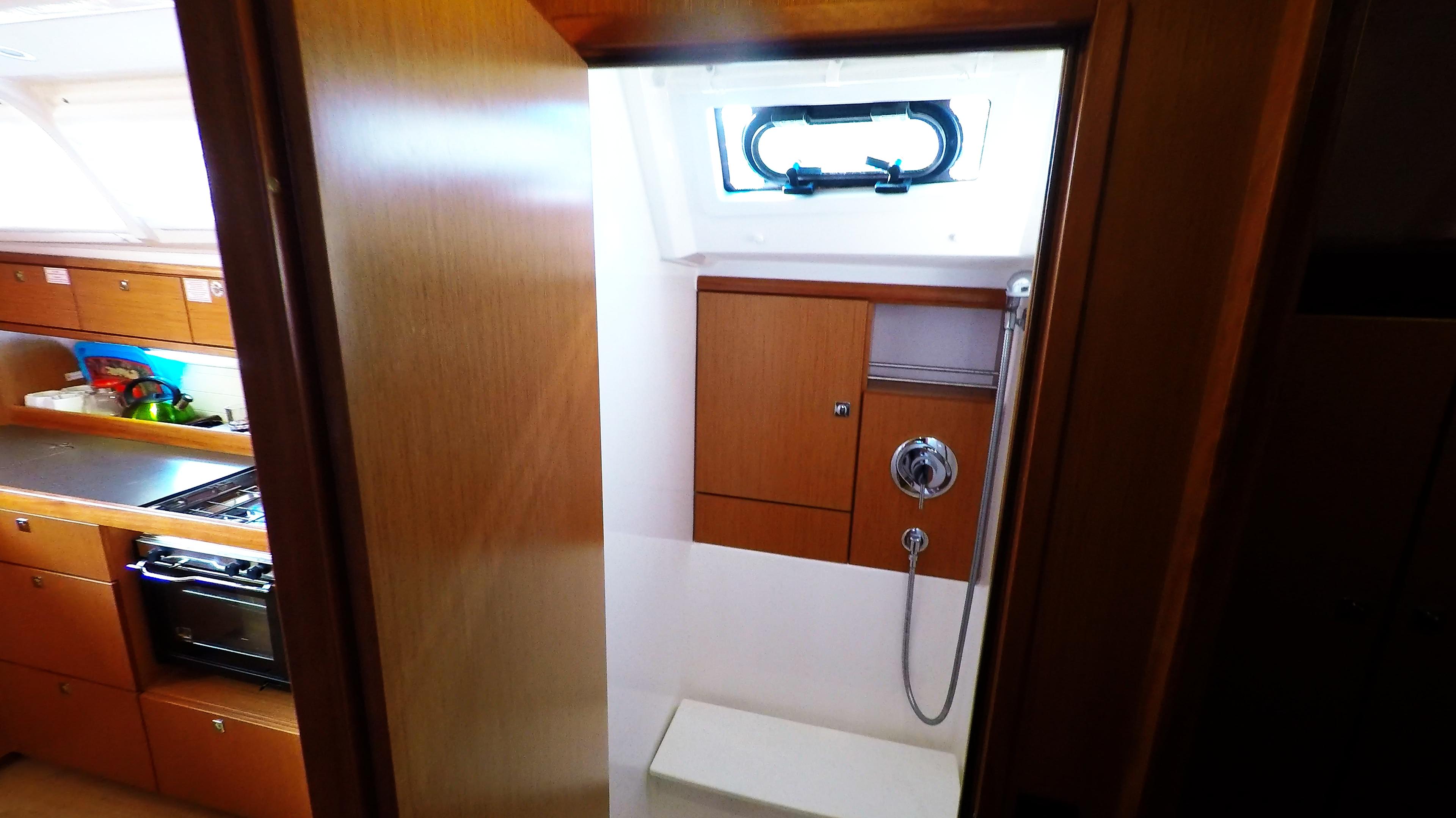 barcha a vela bavaria 46 cruiser yacht a vela interno doccia anteriore