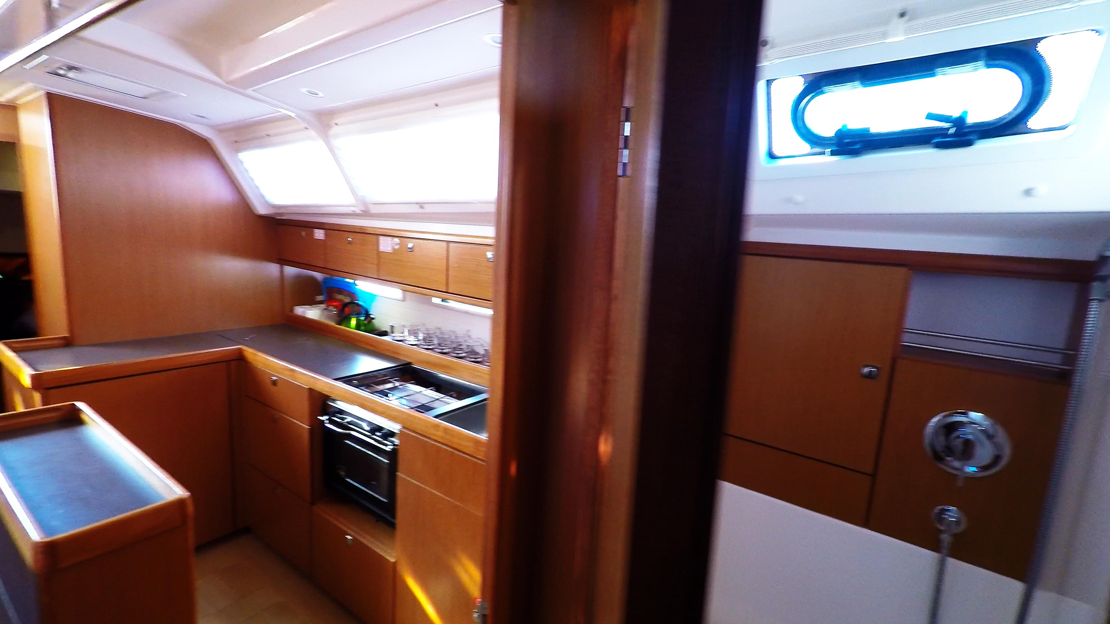 barcha a vela bavaria 46 cruiser yacht a vela interno cambusae doccia